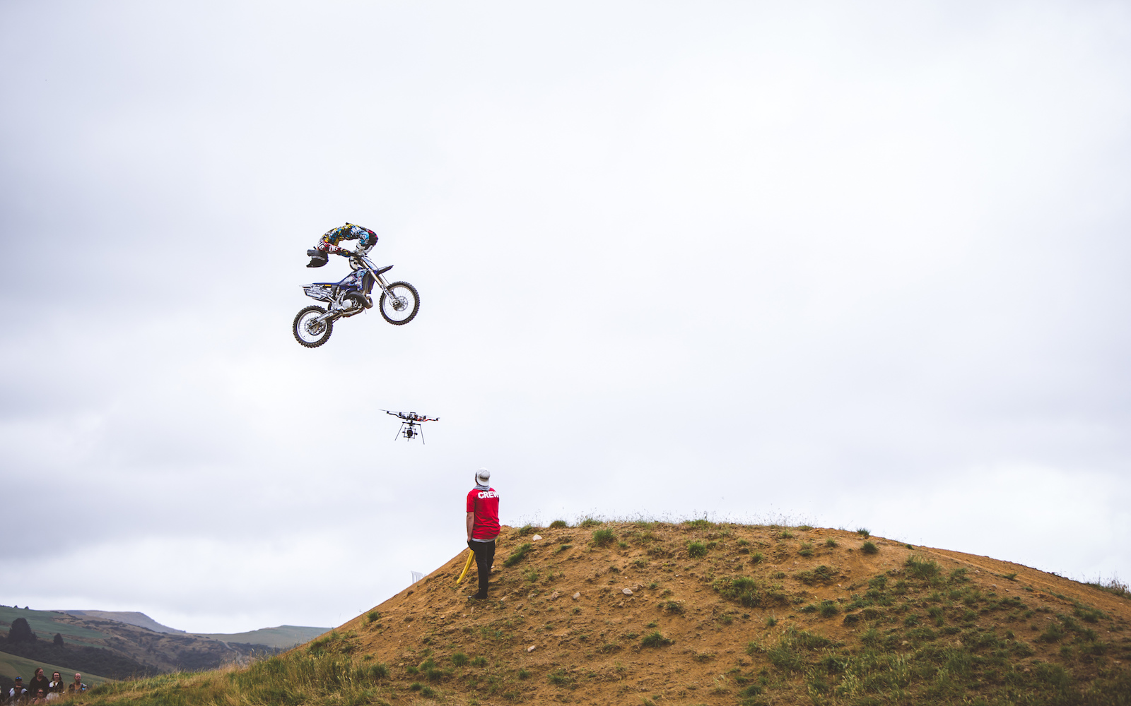 Im not sure i can ever do this on the ground let alone on a bike in the air.