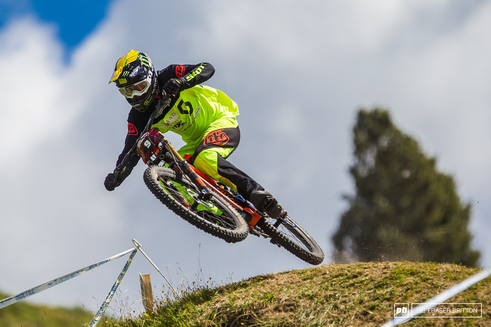Brendan Fairclough broke his chain right out of the gate today. I m gutted it was such a good week and the track is sick. Brendog pumped and jumped his way down the mountain with a chain wrapped around his cassette and multiple broken spokes.