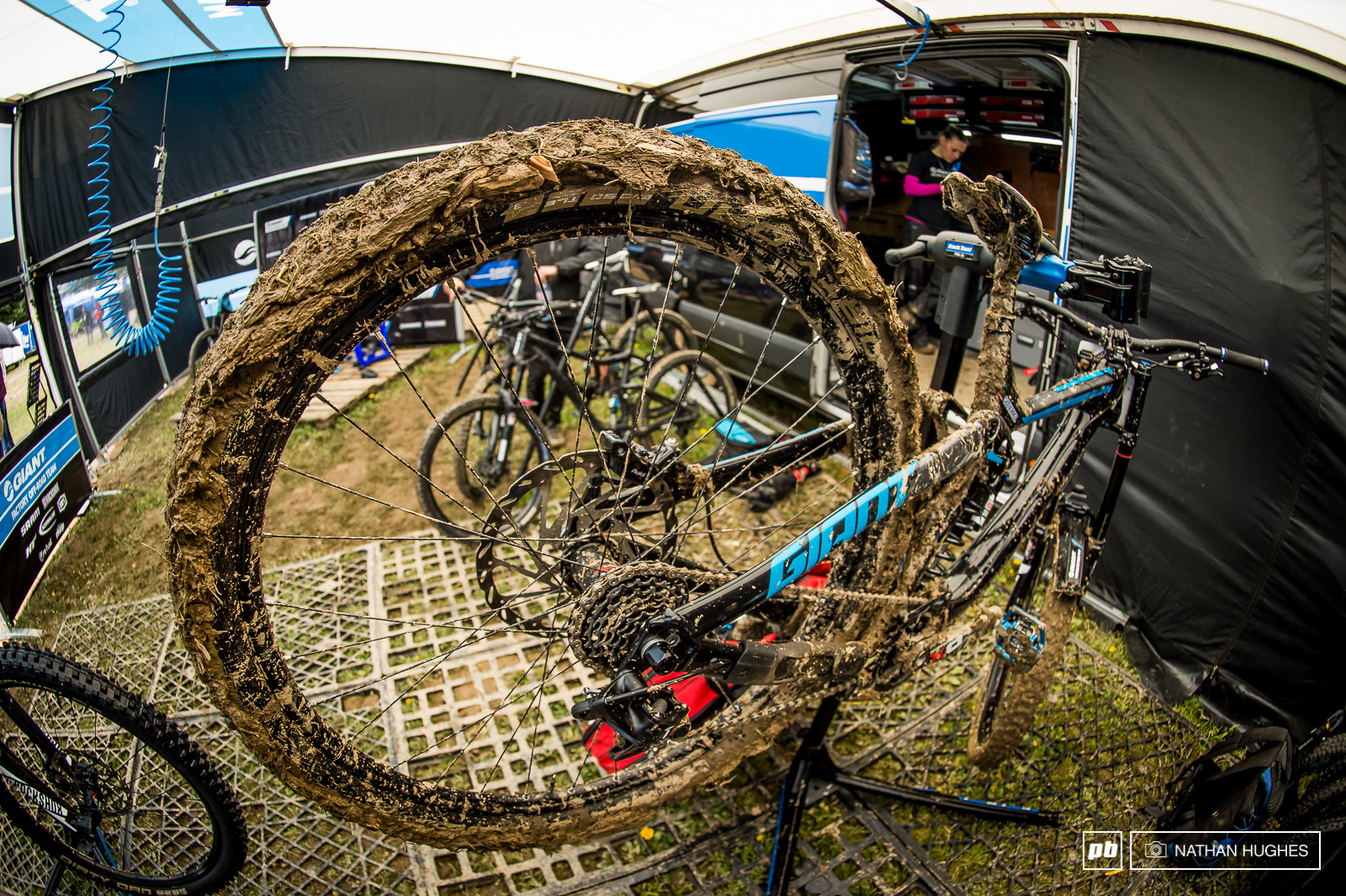 Ever wondered how much weight all that mud adds to a DH bike A weigh-in at the Giant pit revealed the bikes are coming in at 36.1 at the top of the hill and diving to a much less fanciful 43.5lbs by the finish line.
