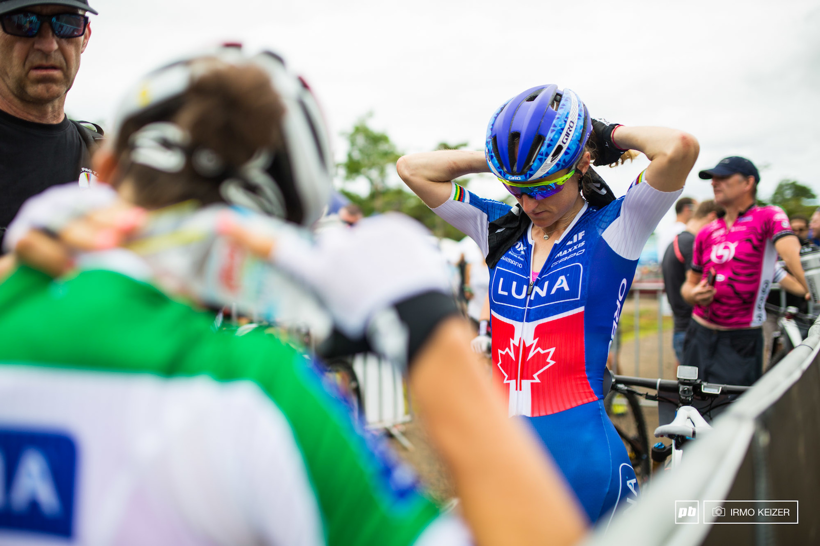 Eva Lechner and Catharine Pendrel keep cool prior to the start.
