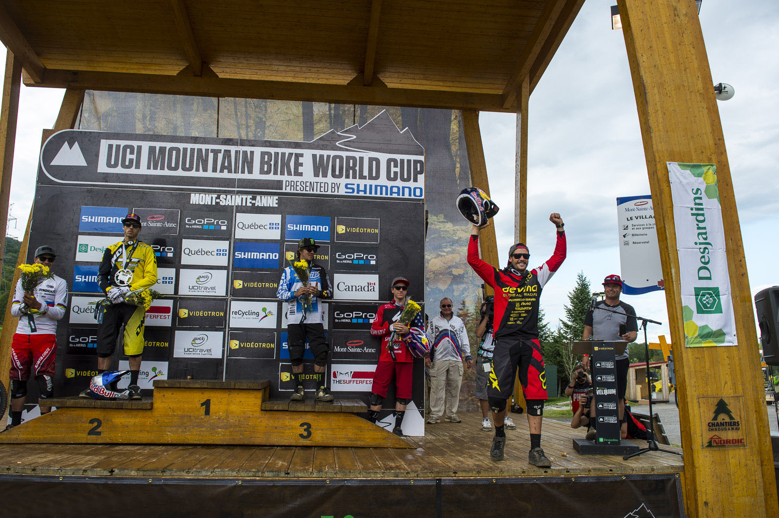 Elite Men s Podium L-R Greg Minnaar 4 Gee Atherton 2 Sam Hill 3 Aaron Gwin 5 --Steve Smith savoring the W on his home soil.