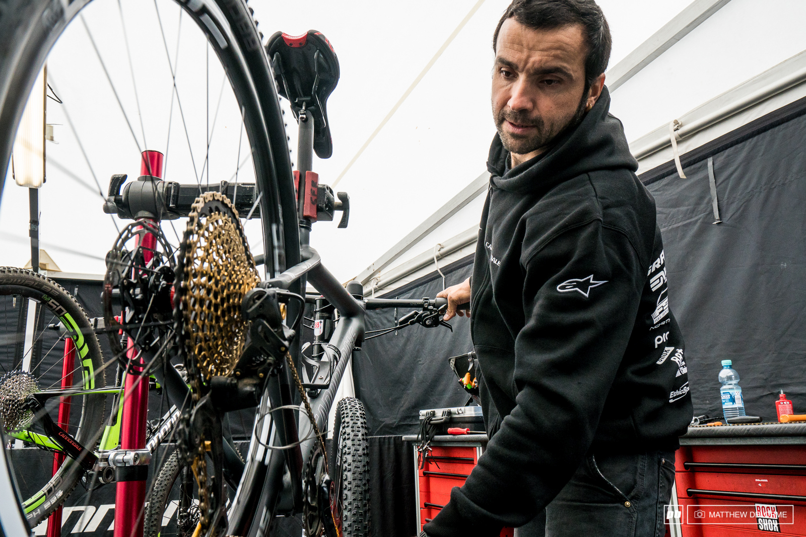 Giacomo makes the final adjustments to the SRAM Eagle group set on Manuel Fumic s bike. Eagle looks to be just the gearing for the climbs here in Albstadt.