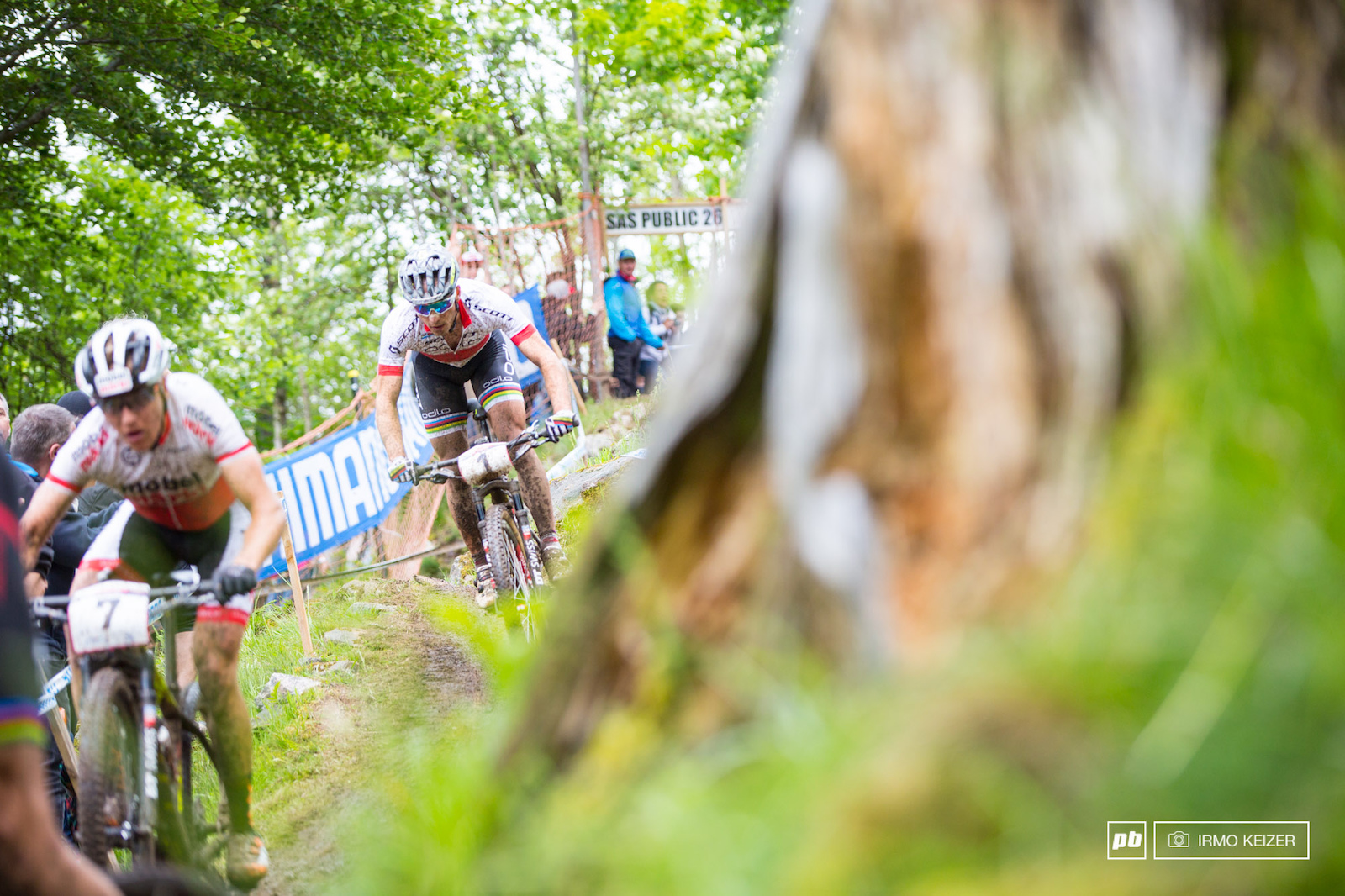 Nino Schurter chases after suffering a second flat.