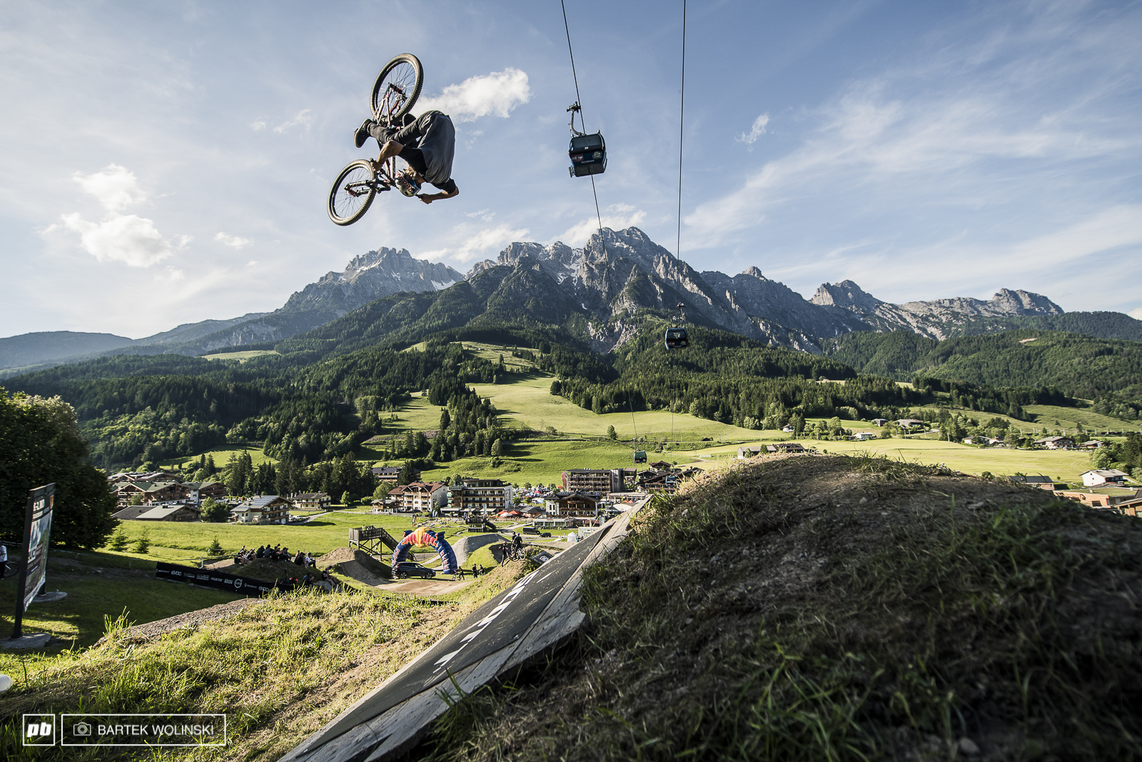 Anthony is back strong for the new season of competitions. Not only he went far above the rest of the pack on Leogang s jumps but also tried new things like his personal variation of Cashroll.