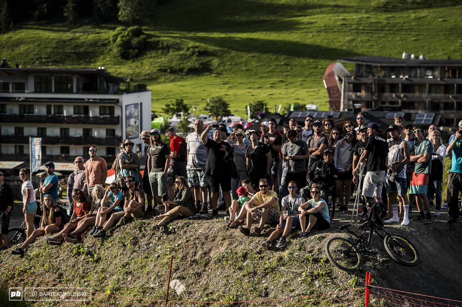 As always - Leogang s crowd is warming bikers while not giving a damn about their wheelsizes.