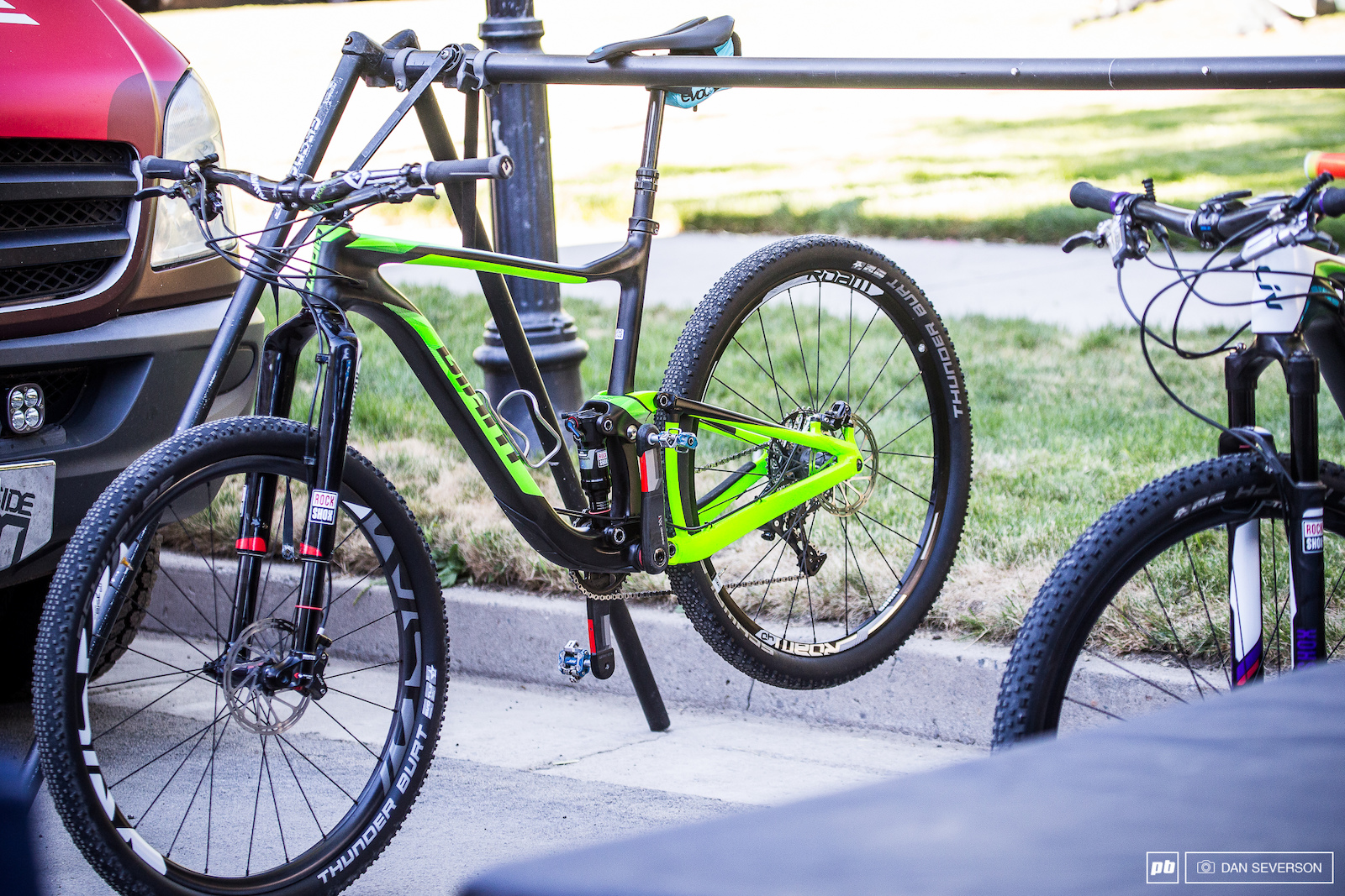 Could this slick looking black and green machine be something new from the good folks over at Giant I guess we ll just have to wait and see.