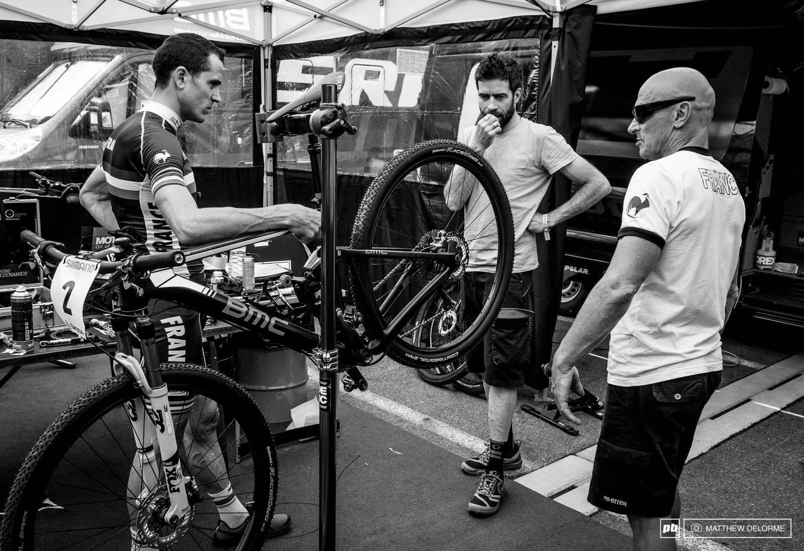 Discussions on bike setup in the BMC pits. Julian is a favorite here but he doesn t have home track advantage.