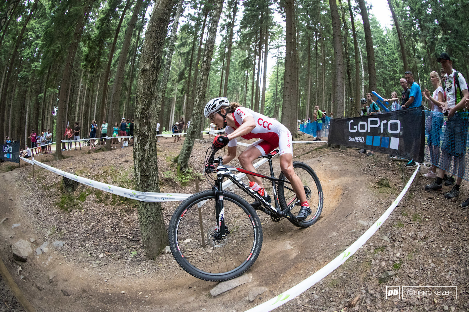 Maja Wloszczowska is in form but bad luck struck again as she flatted when riding in second.