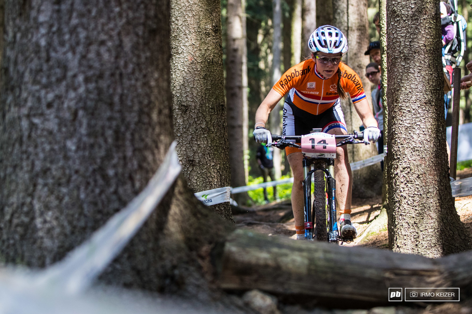 Dutch speedskater Anne Tauber is one to watch for the future. In her first season on the mountainbike she has won two bronze medals in World Cups. In Nove Mesto she finished in 6th despite a crash.