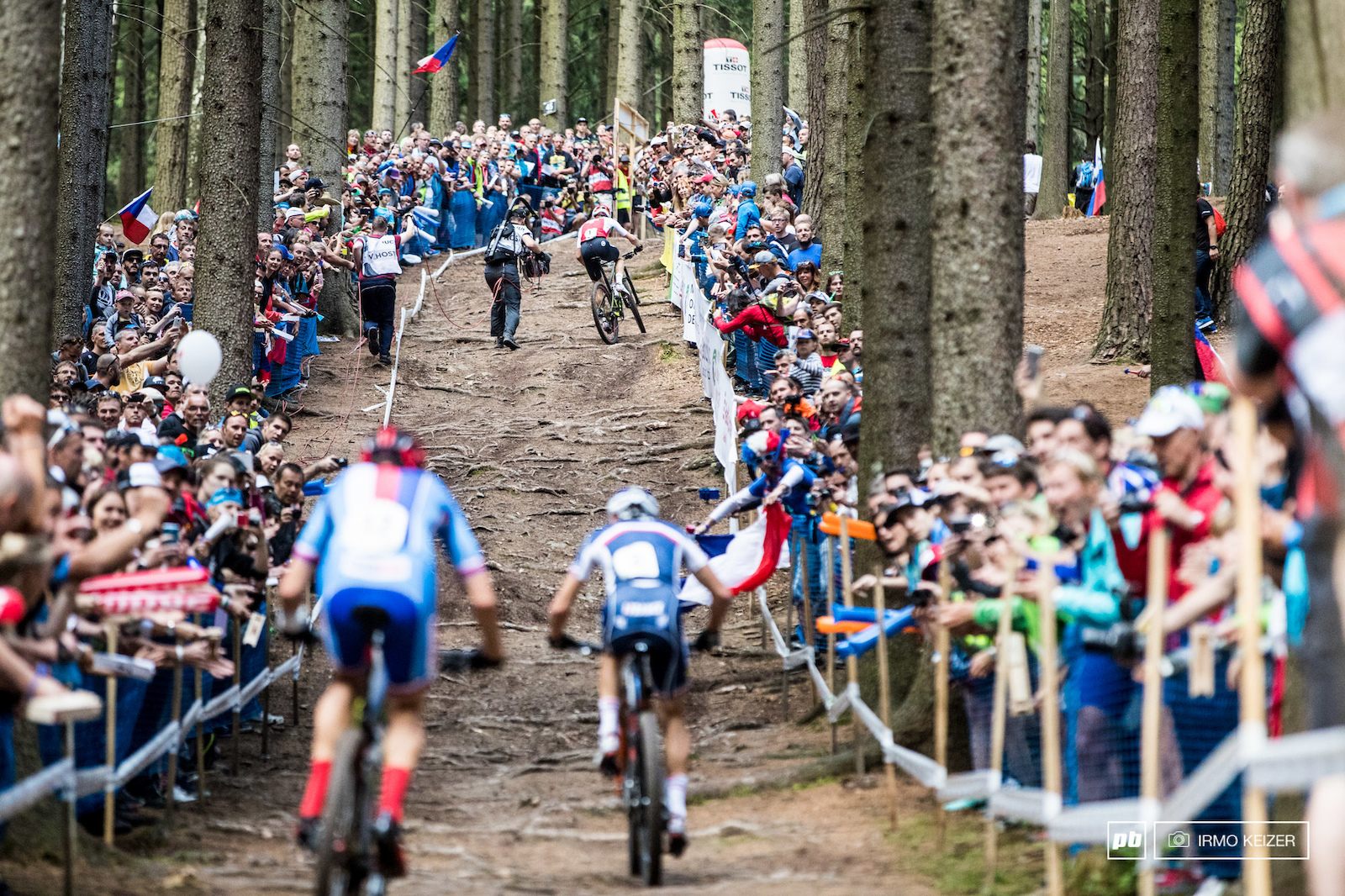 This race proved tough to call. At first Kulhavy seemed to be on fire but Cink Absalon and Schurter were quick to follow. Then finally Schurter gained the upper hand. Absalon and Kulhavy trying to close the gap.