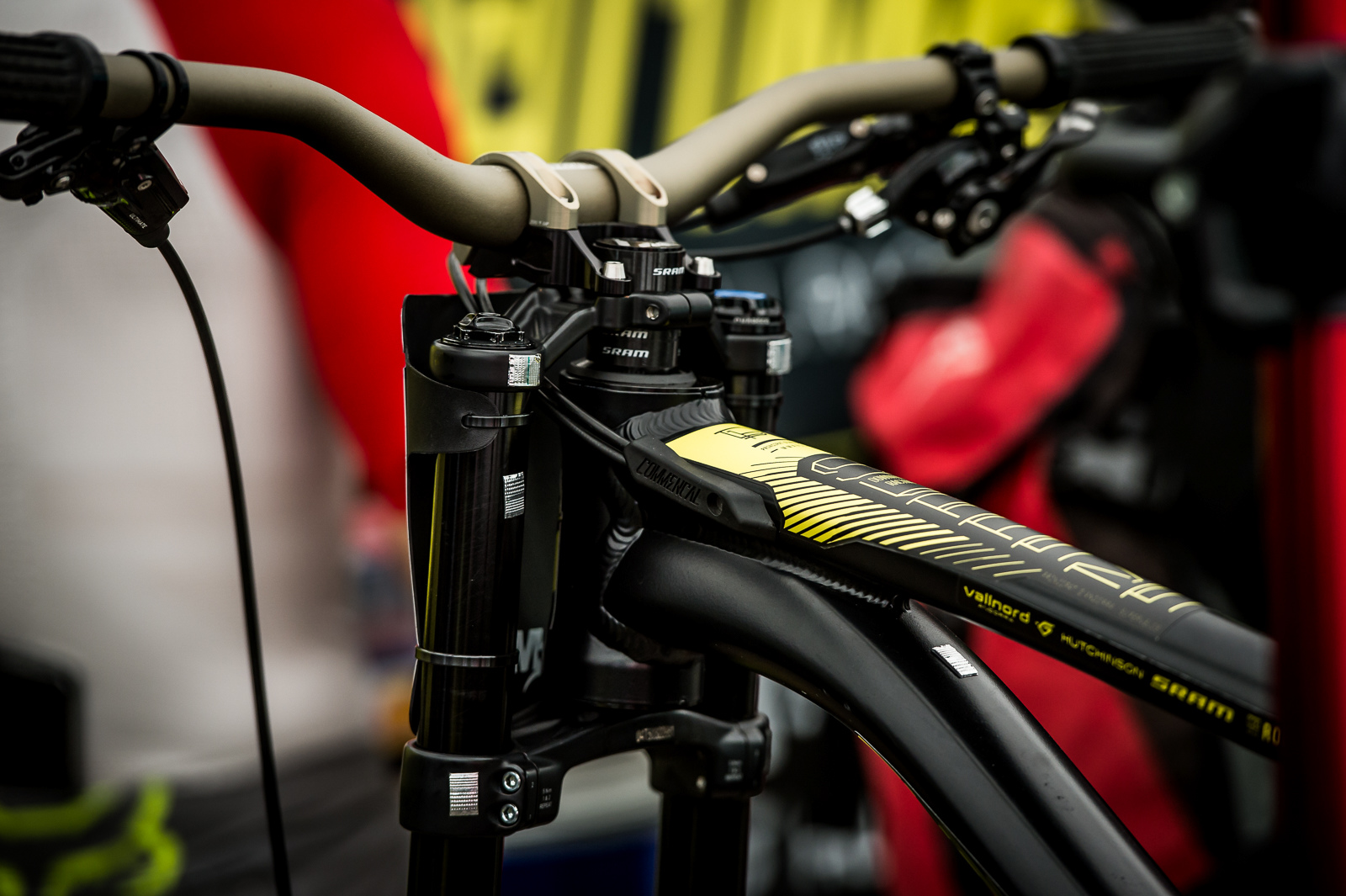 These tiny vibration reduction sensors from Axxios apparently have a profound effect on bike handling and the Commencal team love them.