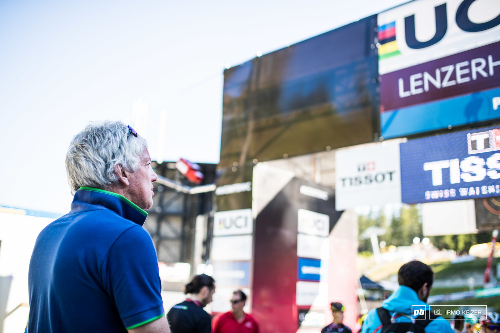 UCI s Simon Burney making sure the show runs smooth in Lenzerheide. The men s U23 field s start is moments away.