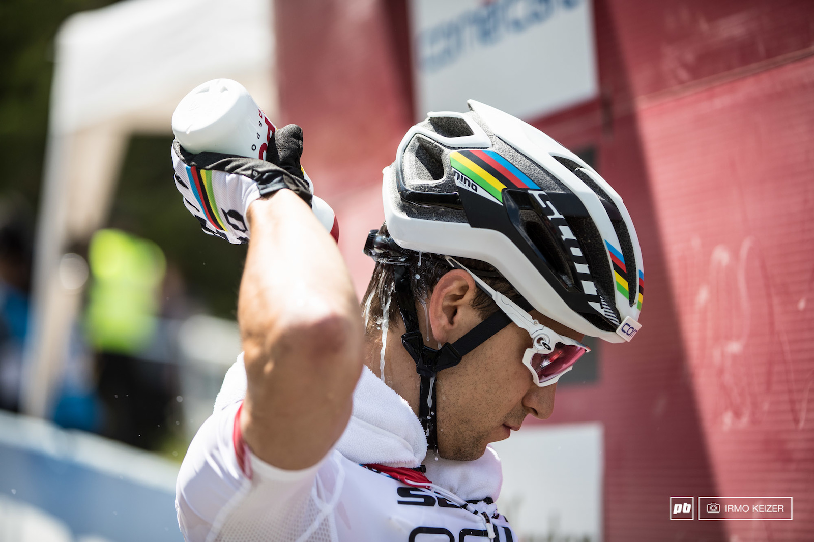 Pre-race cooling for Nino Schurter as temperatures reached tropical levels in Lenzerheide.