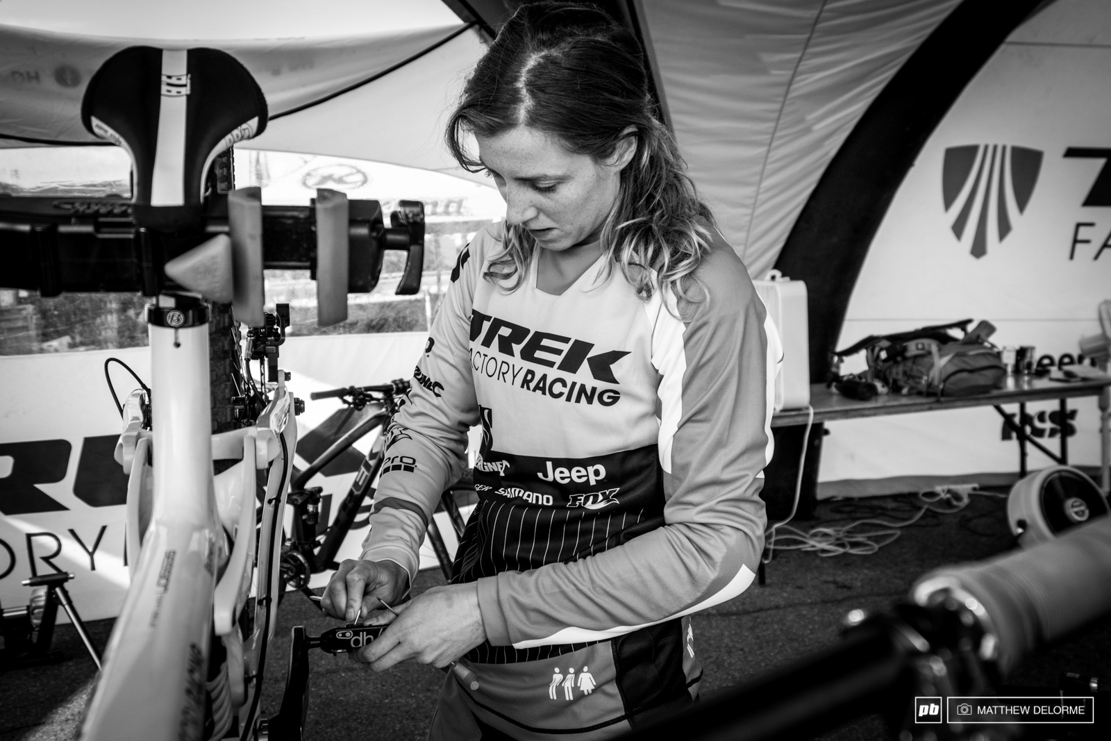 Rachel Atherton makes a final adjustment to the pins in her pedals before heading out for her first lap.