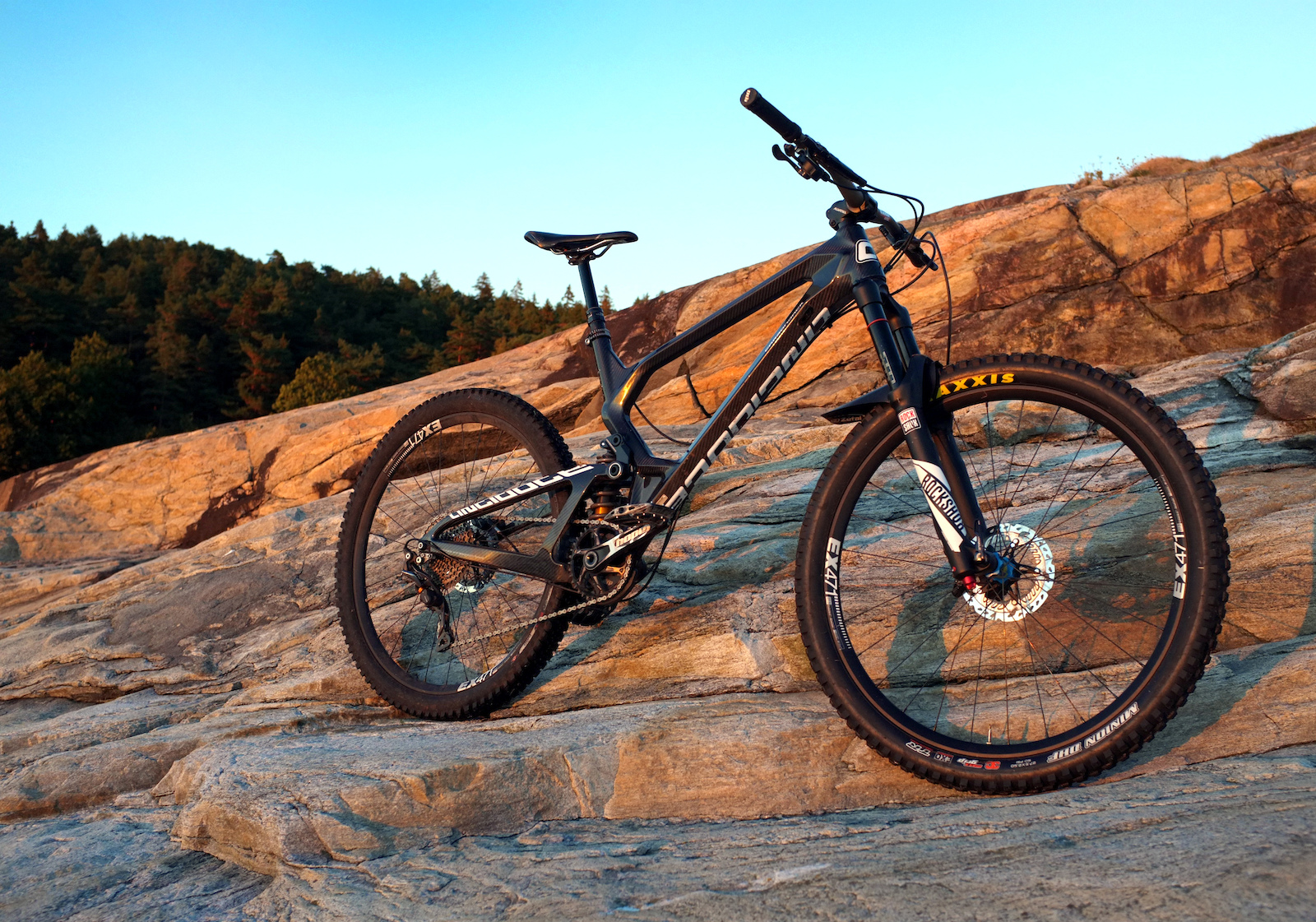 Carbon based fun form. Antidote bikes Carbon Jack.Review and video coming soon.