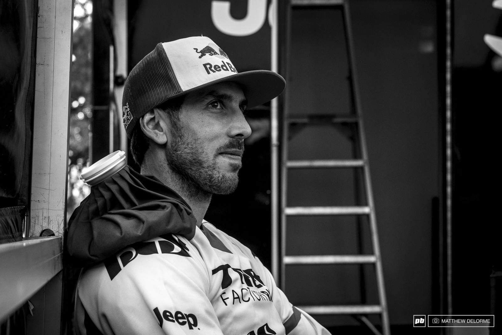 It was a tough choice for Gee to decide if he should race today and risk further injury to his shoulder. In the end he clenched his teeth and gave it his best.