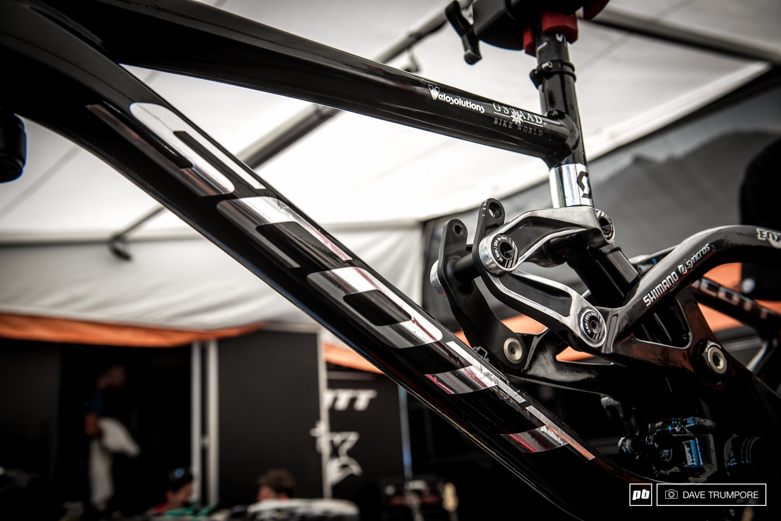 Neko Mullally s Scott Gambler sporting matte black finish a chrome decals. His Mechanic has polished the links by hand.