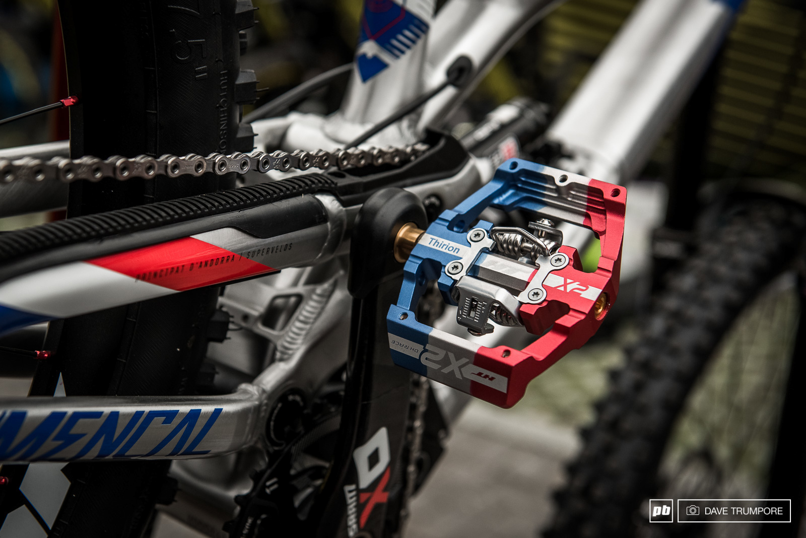 Custom HT pedals for Remi Thirion s Commencal