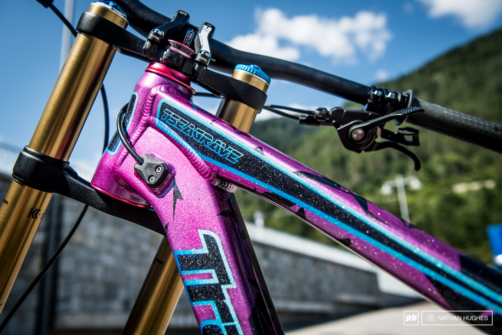 Tahnee Seagrave s Intergalactic Worlds machine painted by Tony Bauman and designed by Darren Seeds at Transition bikes.