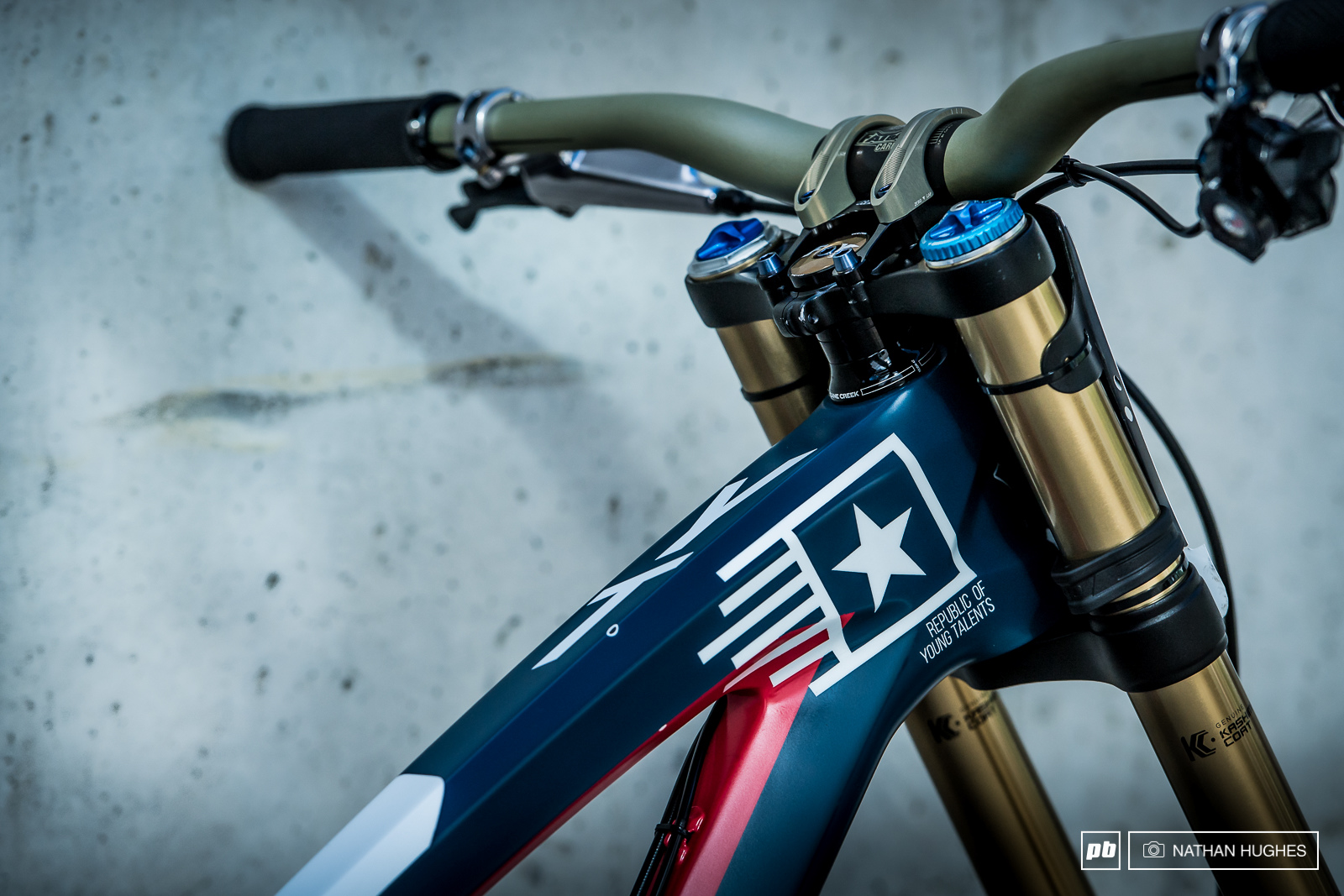 Bikes of the Best - Val di Sole DH World Ch&s 2016 : saw costume with bike  - Germanpascual.Com