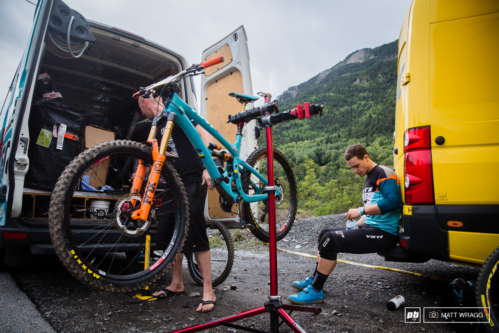 Richie Rude had an awkward stage one so took the chance to stop at the tech zone before the next stage to put on a faster rear tyre and talk things through with his team.