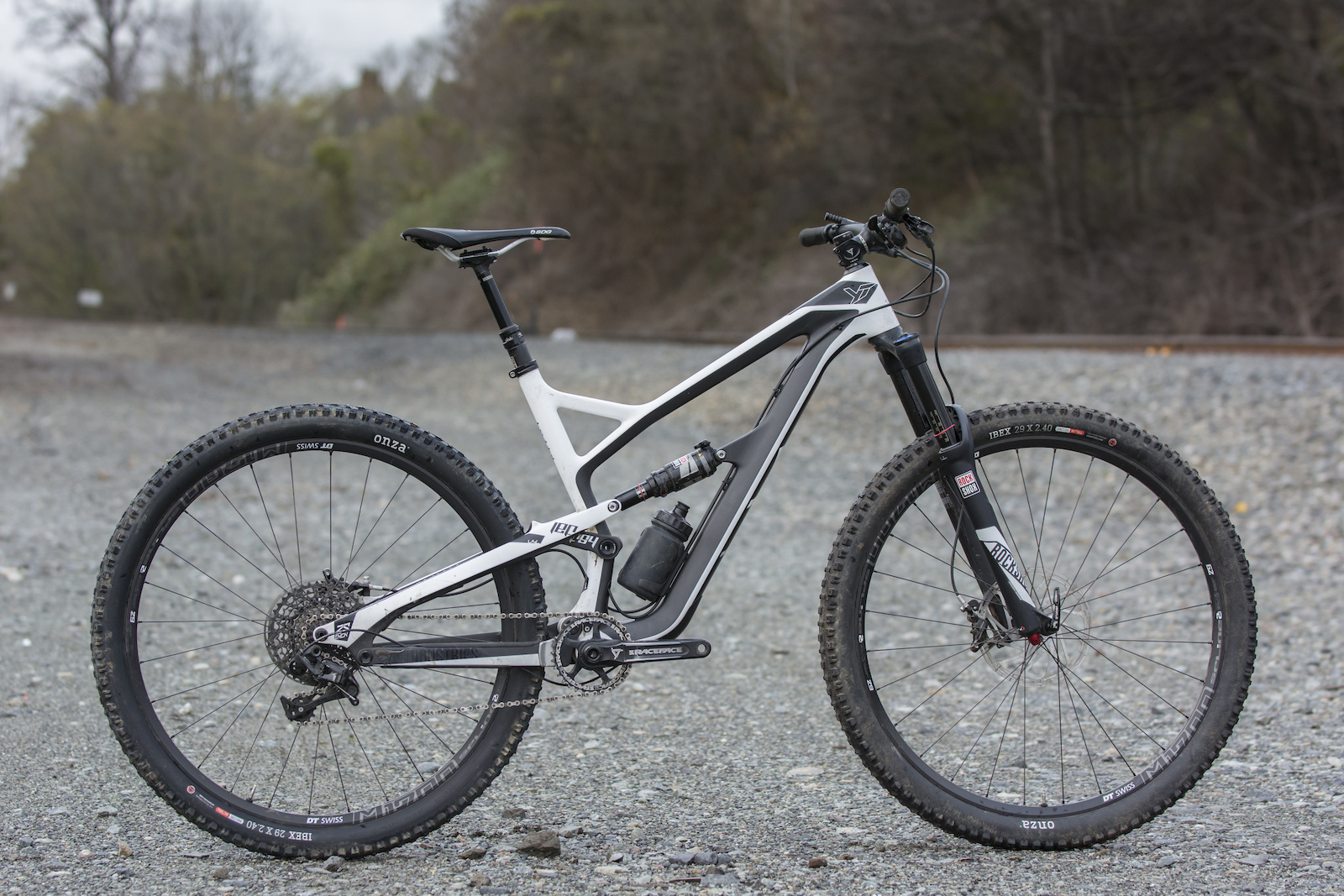 YT Jeffsy CF Comp 1 - Review - Pinkbike