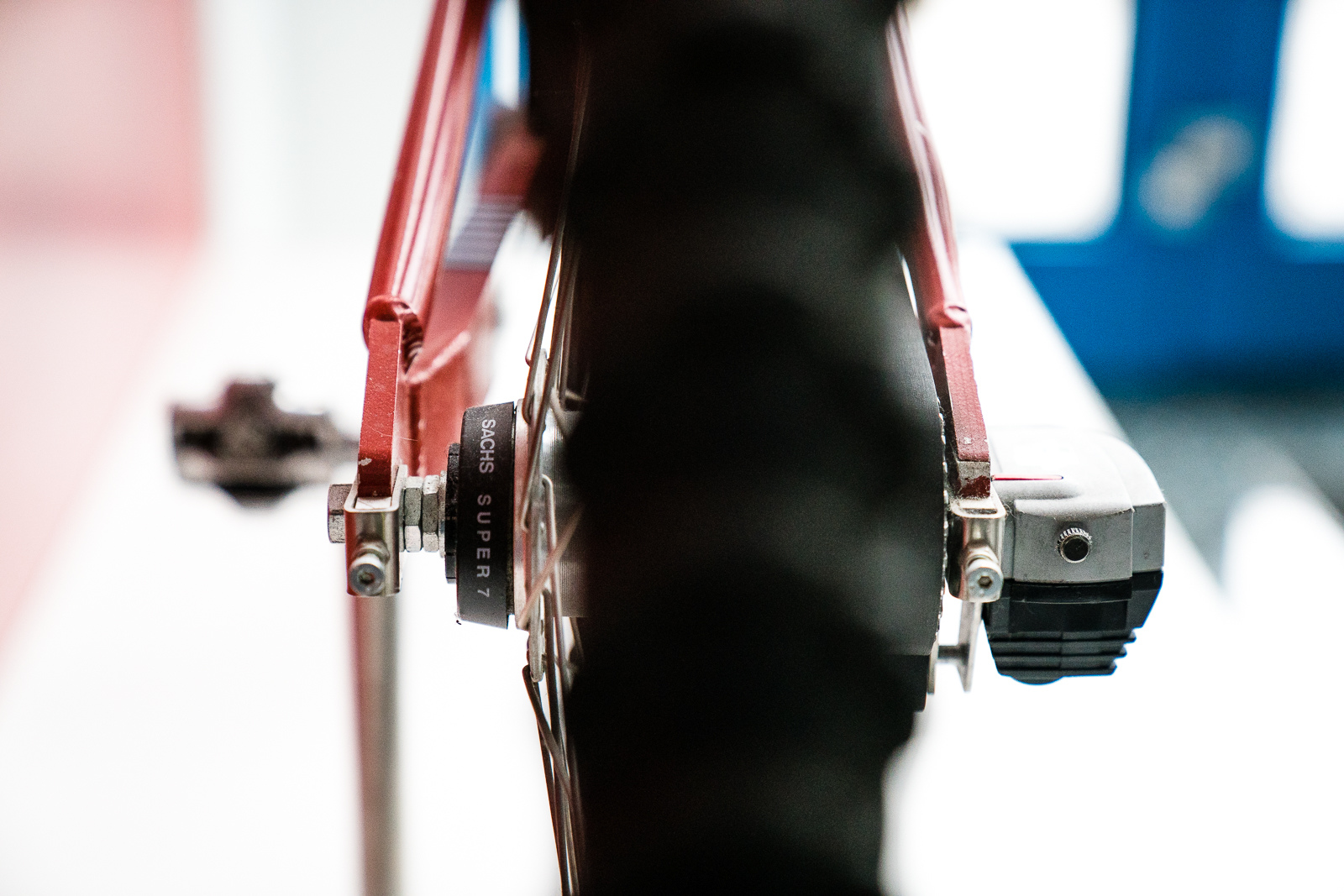If we are to nit-pick it s not clear whether an internally-geared hib and an exteranl electronic controller would help to reduce the unsprung mass at the rear wheel.