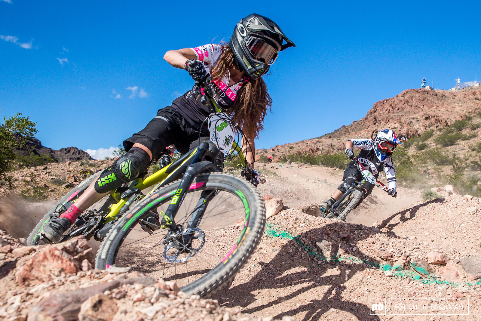 Fitness model Christine Eikmeier aka Johnny Ringo squared off with Samantha Kingshill in the Women s Dual Slalom final. Kingshill prevailed.