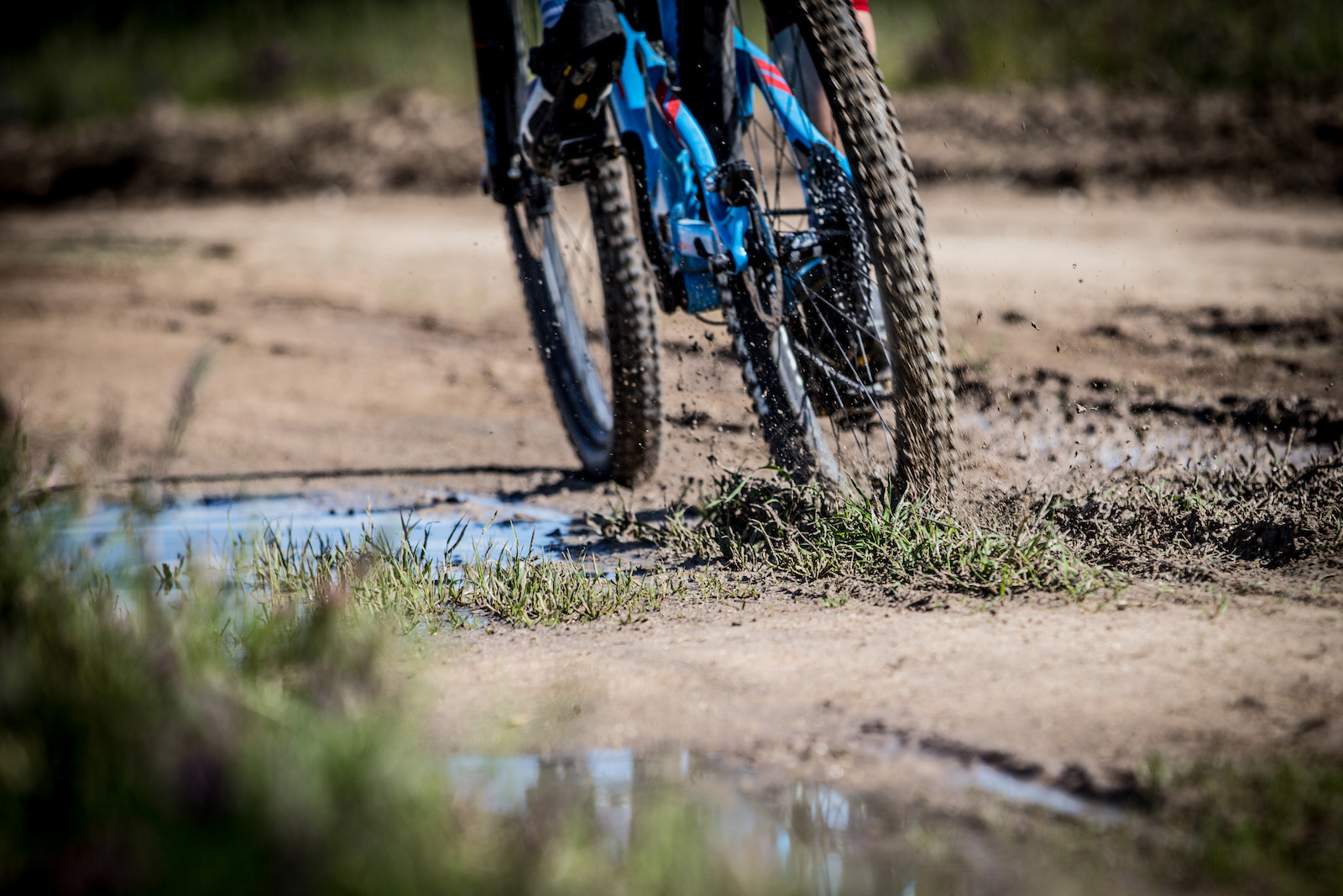 With rain 3 out of 4 days leading up to the opening Sea Otter event left the trails wet and muddy in many places including the ridgeline of stage 2.