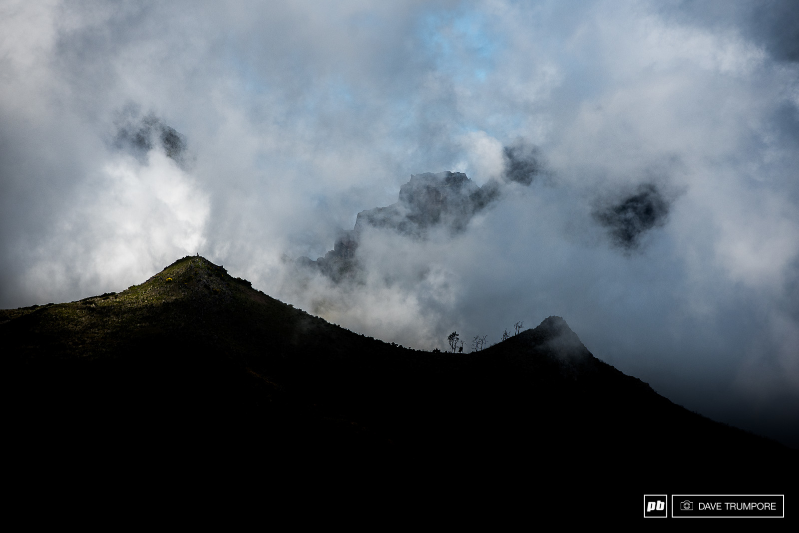 Clouds coming and going all day long on the ridges high up on Madeira.