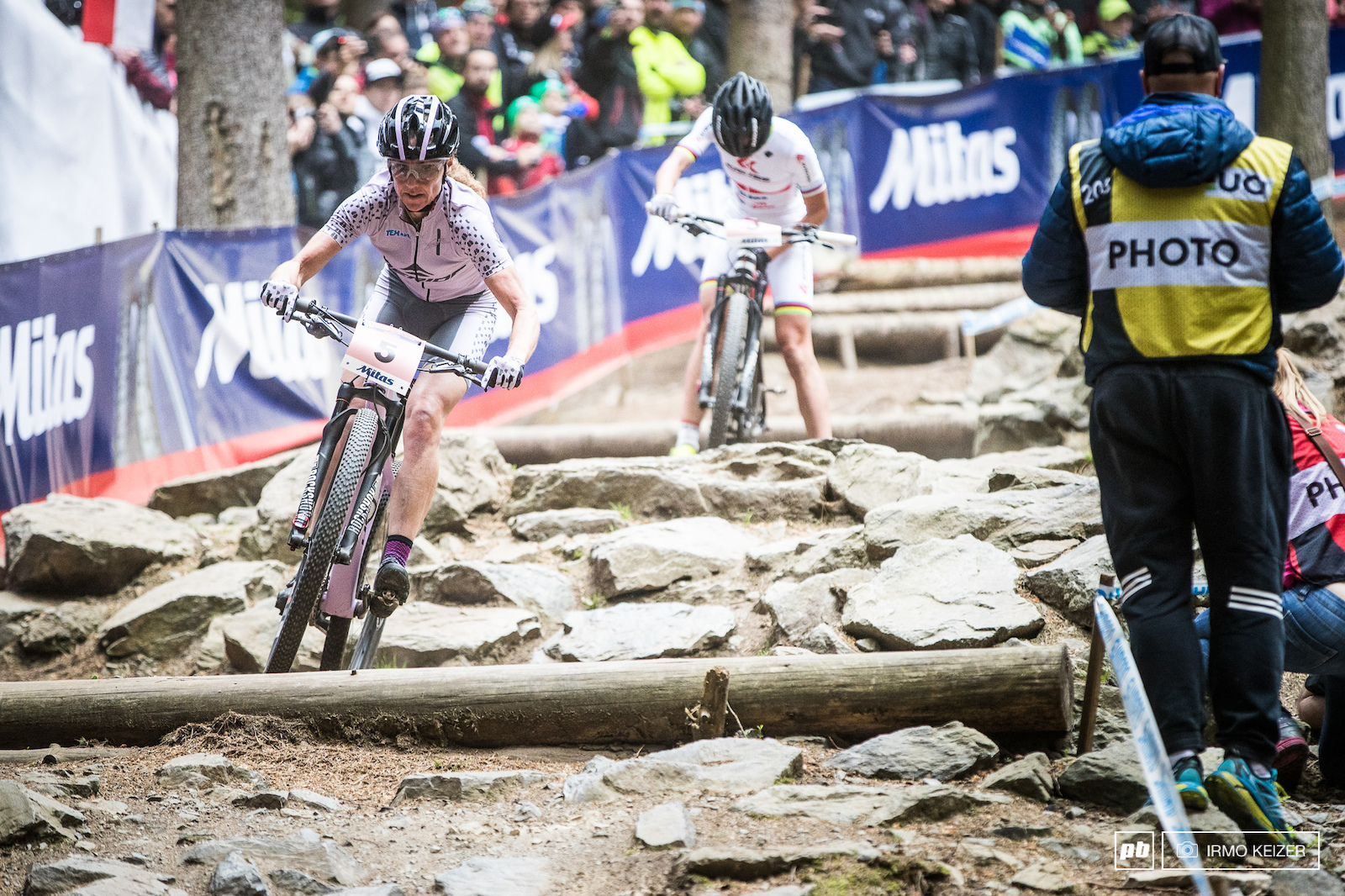 Gunn-Rita Dahle-Flesjaa overtakes Maja Wloszczowska as she struggled in Mita s choice.