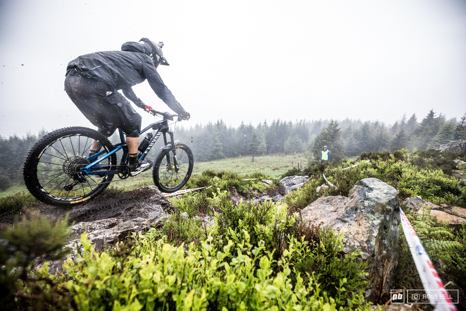 The rain didn t put Justin Leov off the Kiwi was one of the first to drop into stage 5.
