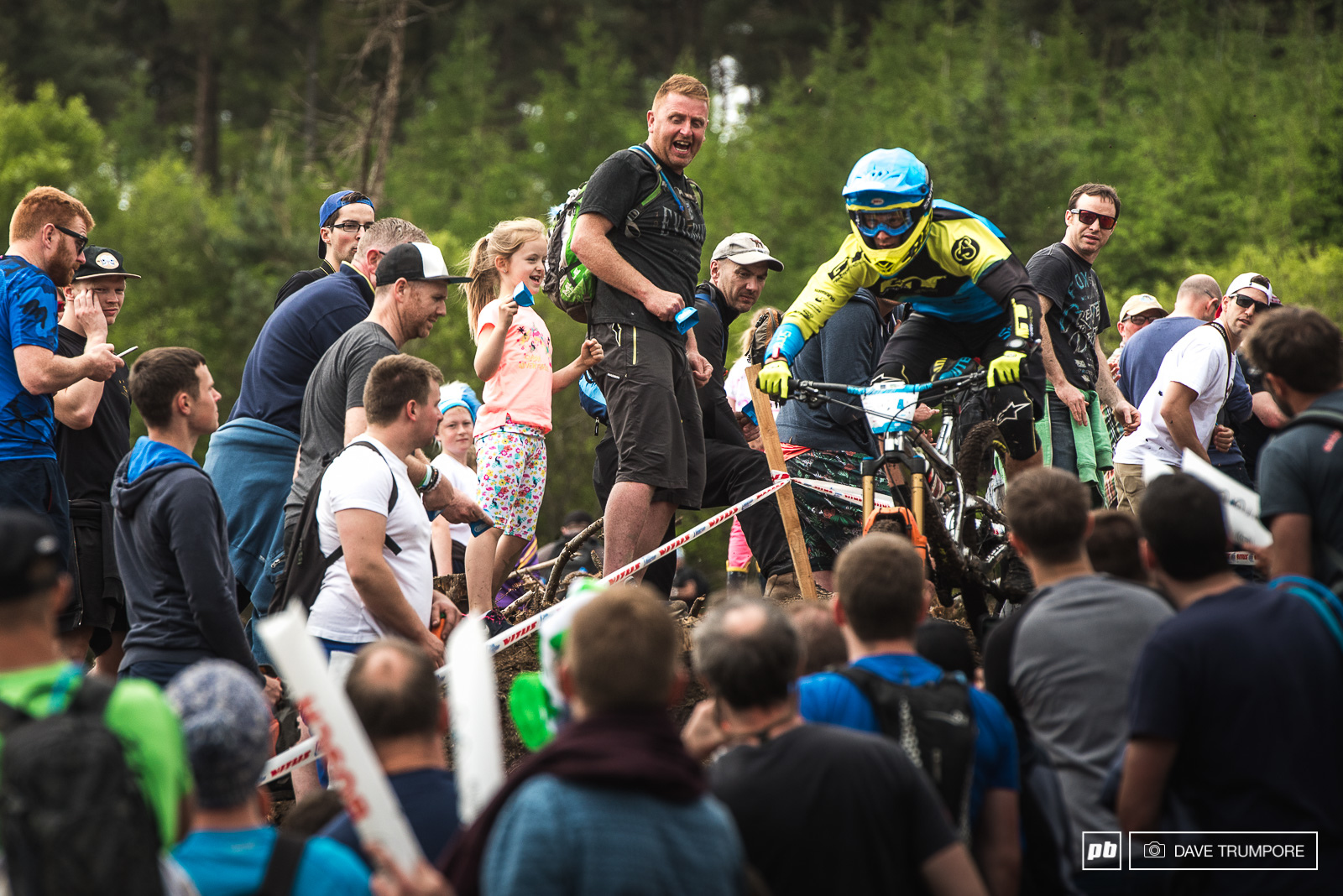Martin Maes dode spectators left and right to get on the podium for the second round in a row.