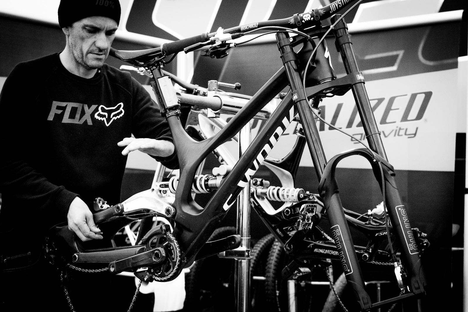 Loic Bruni s New Specialized Demo 29