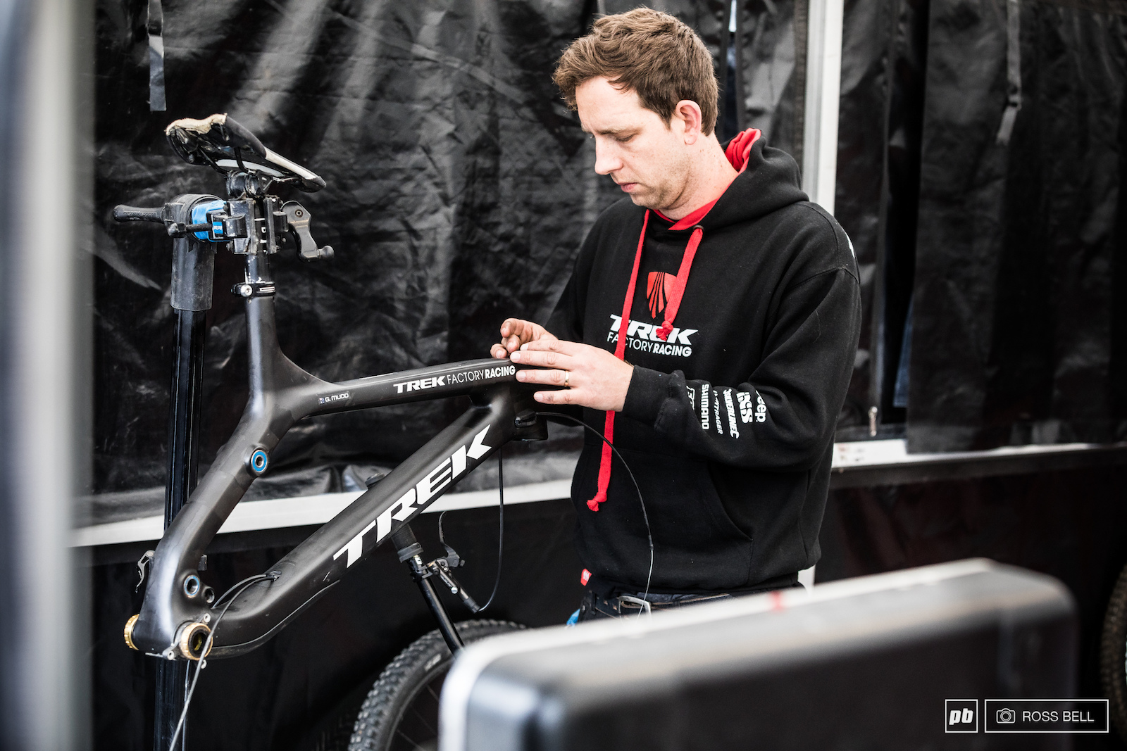 Graeme Mudd is aboard the new Trek 29er this weekend flying the flag for the team in the elite men as Gee Atherton recovers from his dislocated hip.