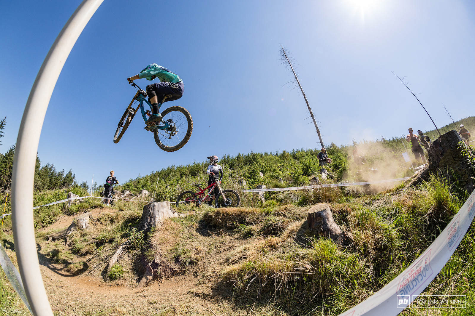 Hsbc Uk National Downhill Series Round 3 Rhyd Y Felin Saturday Kaos Catching Fire Seagrave Shows Them How It S Done He Certainly Set The Bar Today For