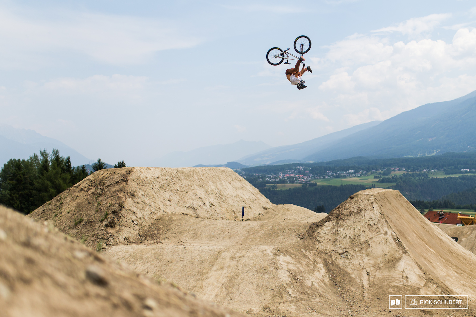 Nico Scholze showcased crazy backflip combos just like this heelclicker flip on the first set