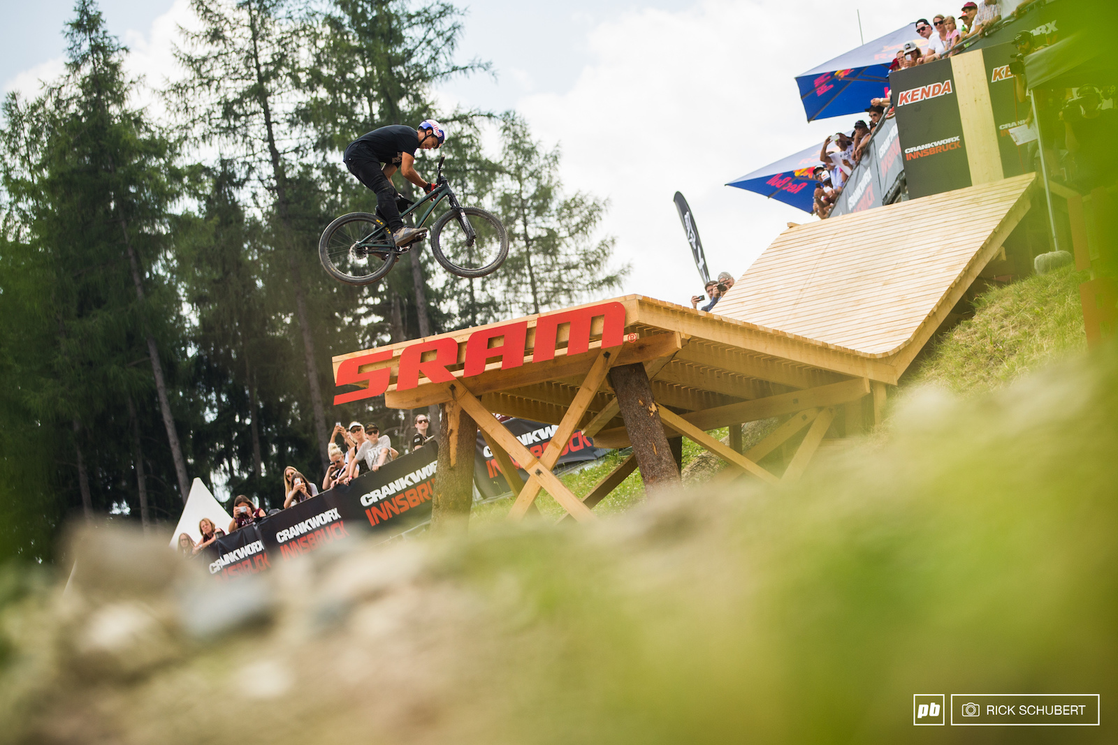 Szymon Godziek put together a crazy run starting things off with a truckdriver