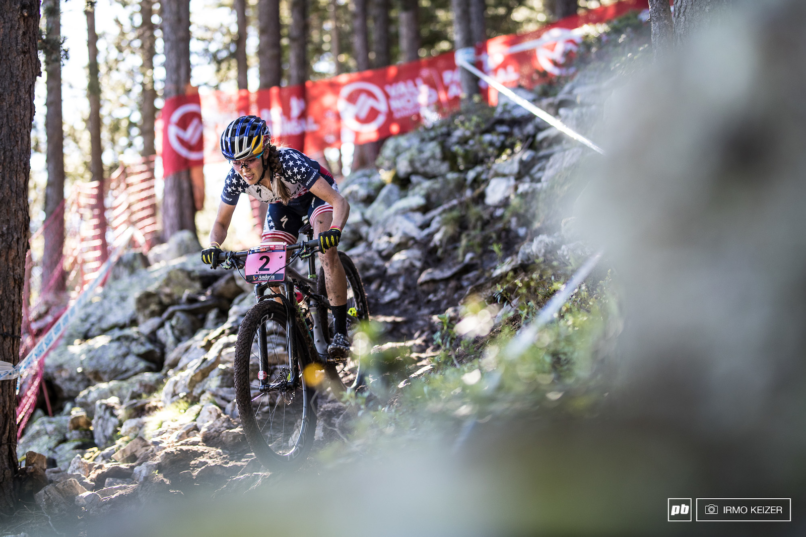 Kate Courtney rode smoothly in the slippery downhills.