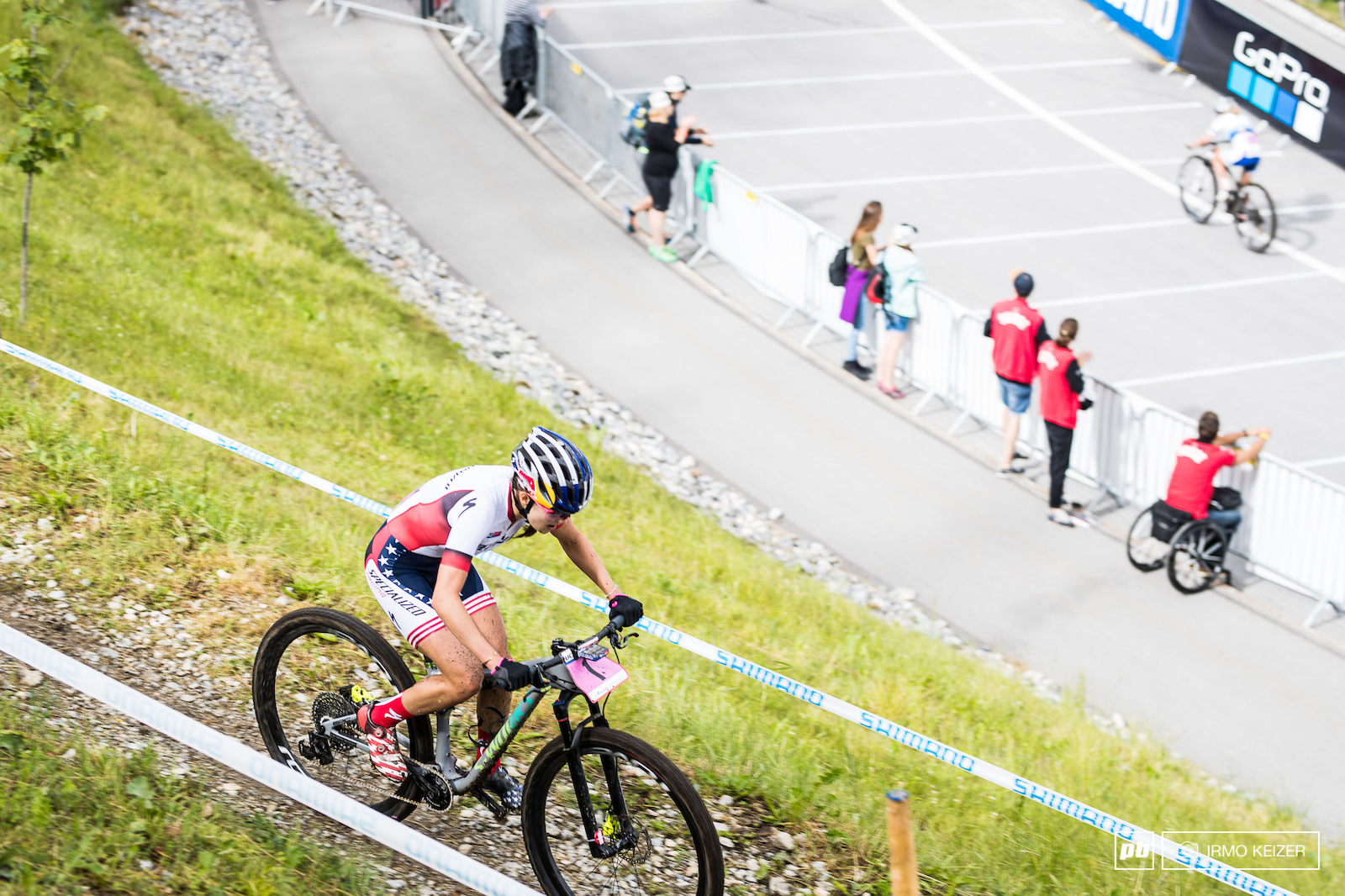 Kate Courtney had a comfortable lead coming into her last lap. Sina Frei in second.