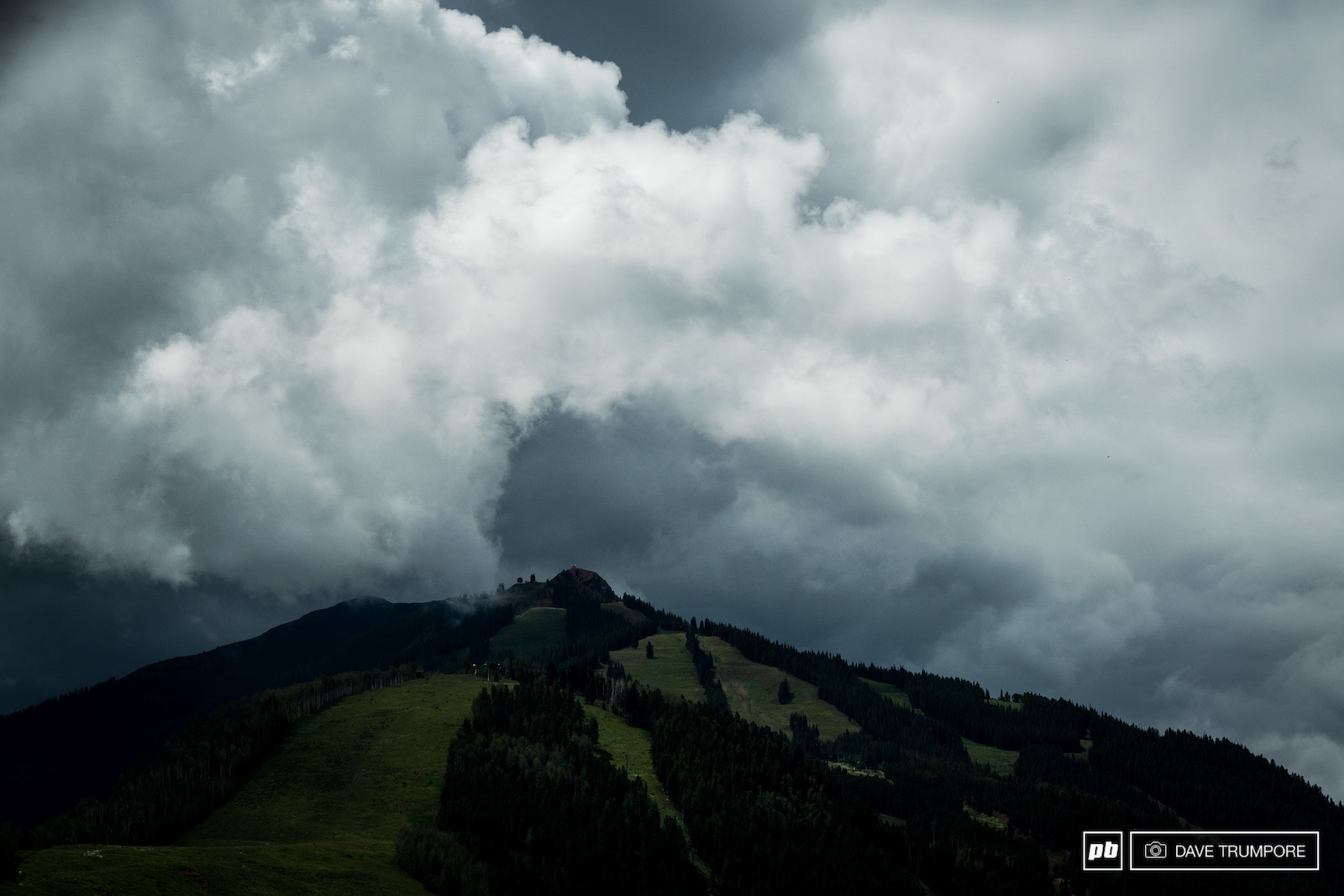 Thunderstorms threatened as riders rolled out of Snowmass and headed over to Aspen Moutain for stage 2. Luckily nothing but a few drops fell all day.