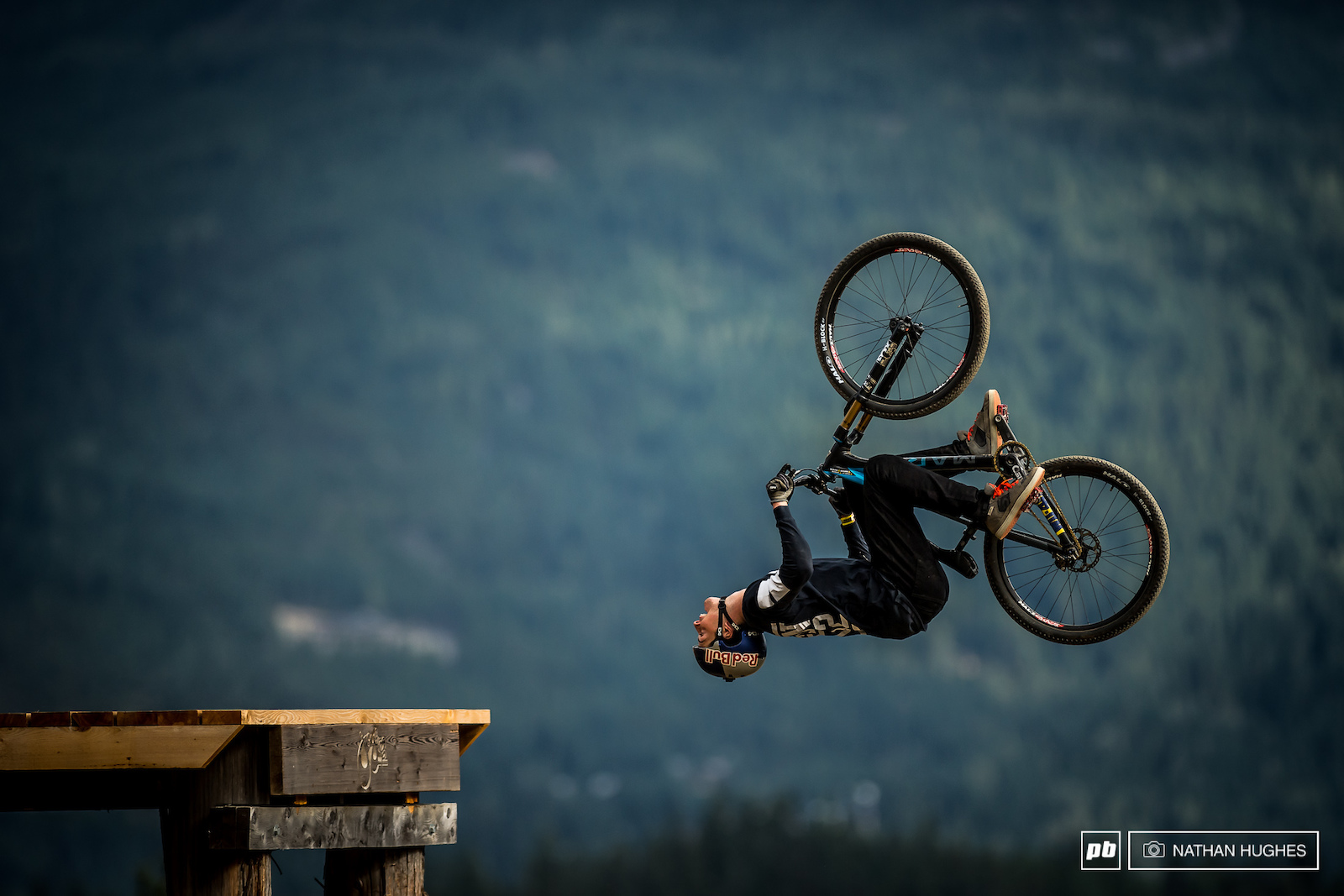 It seemed Matt Jones had some fresh tactics up his sleeve here in Whistler after crashing out of the contests in both Les Gets and Innsbruck... this time he would go a little steadier on run 1 and put a solid score on the board.