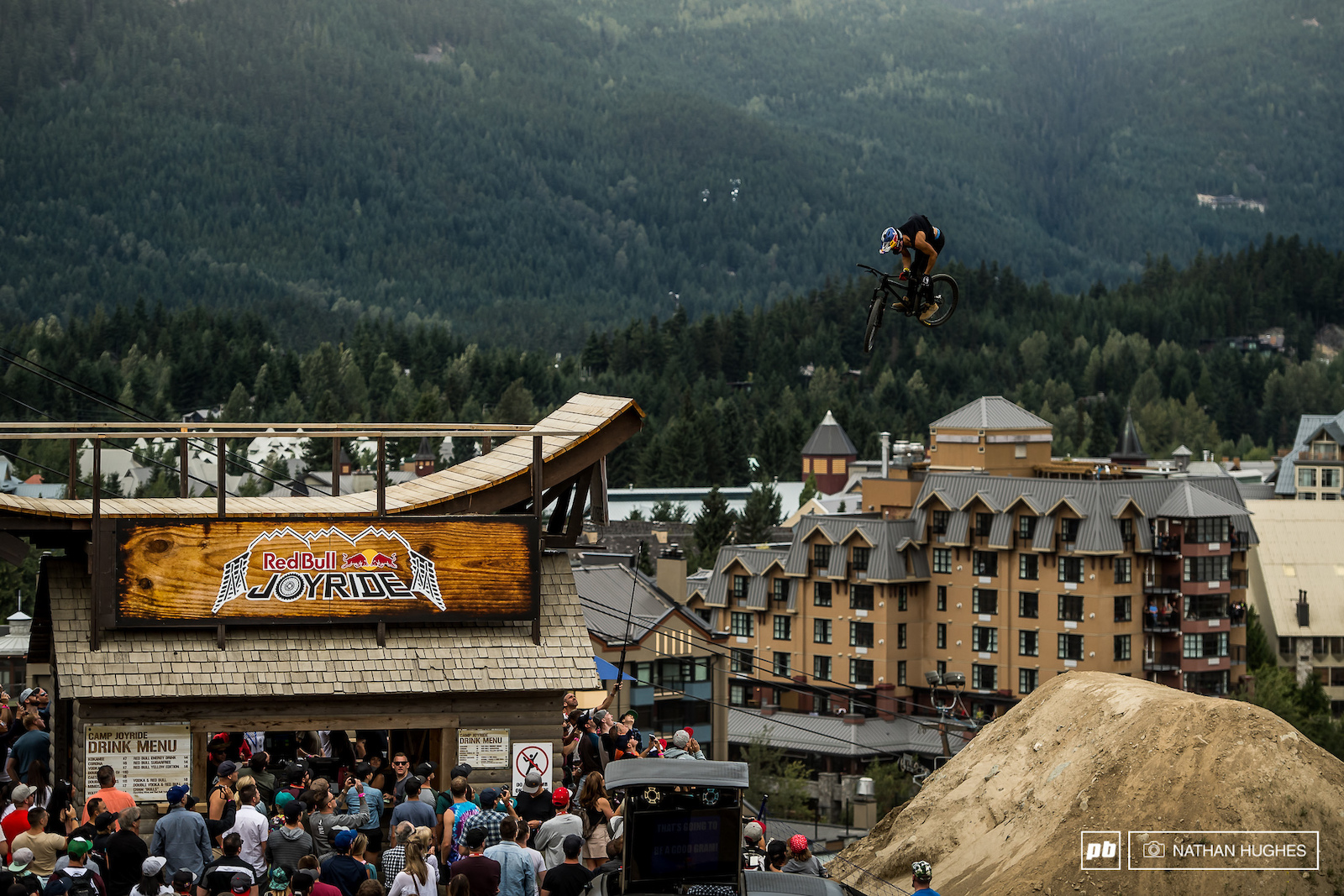 Szymon Godziek trucking off the Joyride bar.