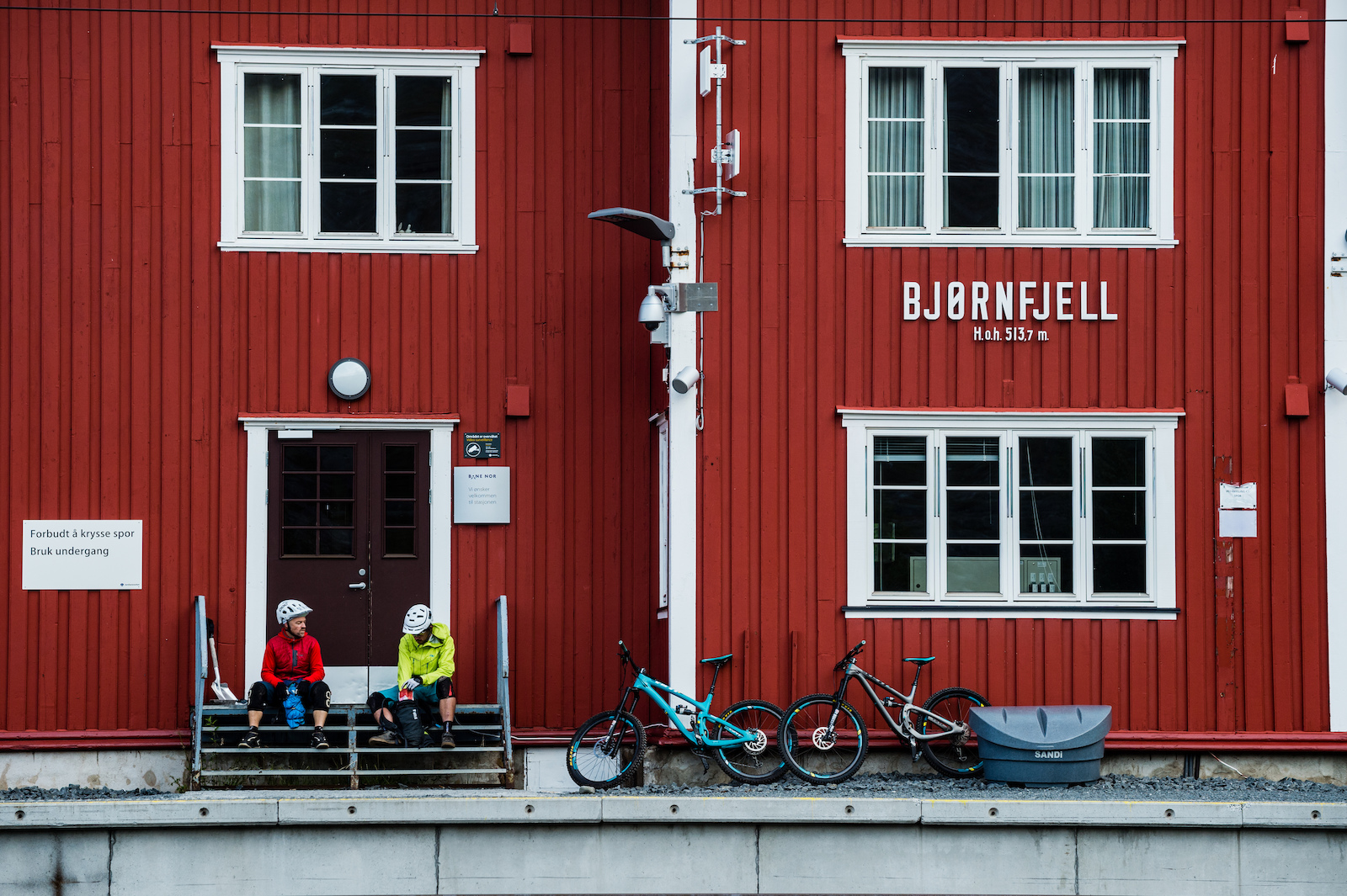 Mikael af Ekenstam and Joey Schulser hanging out at the train station in Bj rnefjell 513 meter Norway.