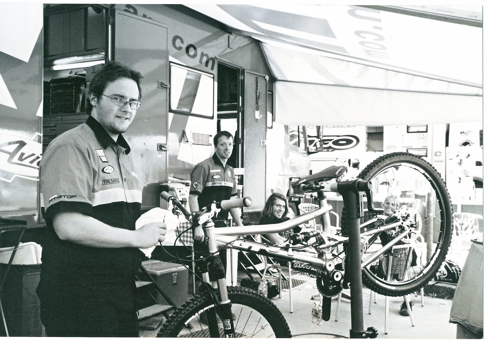 SRAM mechanics Mathieu Dupelle Martin Kirchner and team rider Duncan Riffle