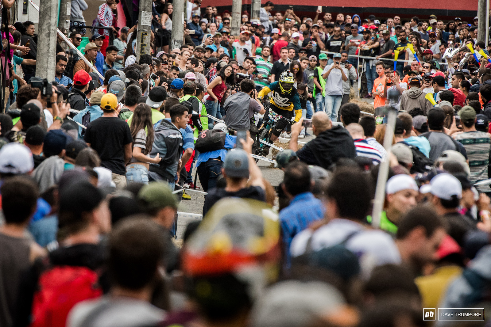 Meliciades Jaque plays Where s Waldo in the street of Manizales during stage 1.