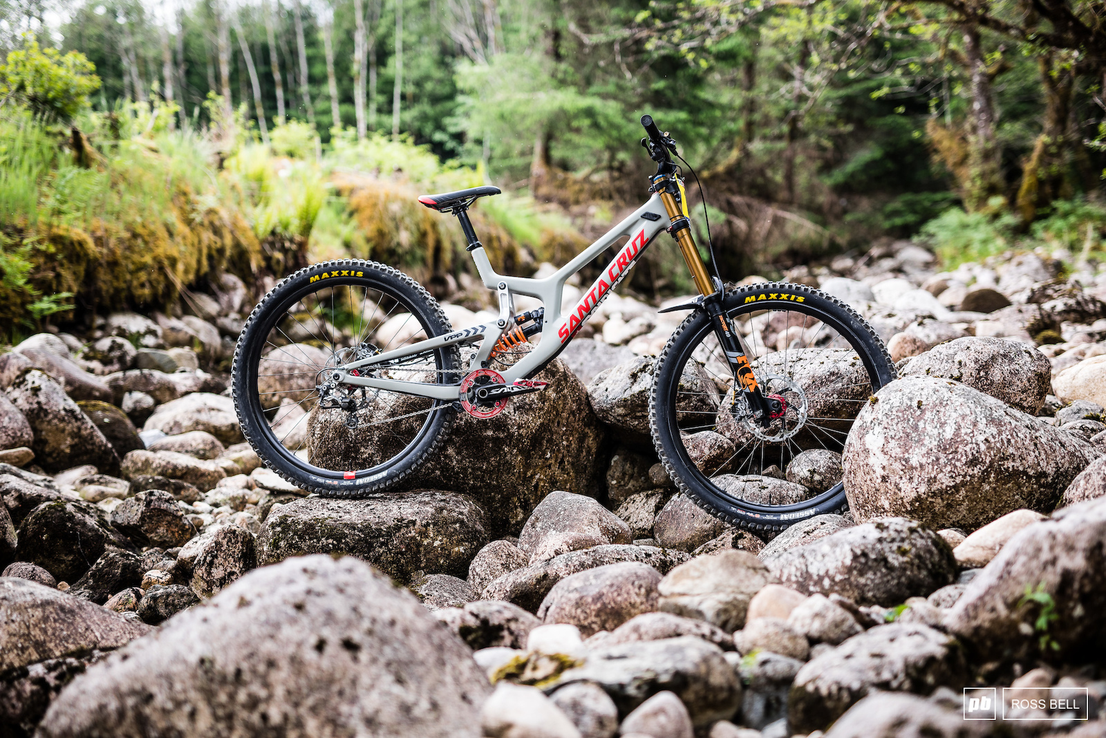 d62e0efddcb Santa Cruz V10. Fort William hosts the second round of the downhill World  Cup this weekend, and our man on the ground, Ross Bell, just beamed over  these ...