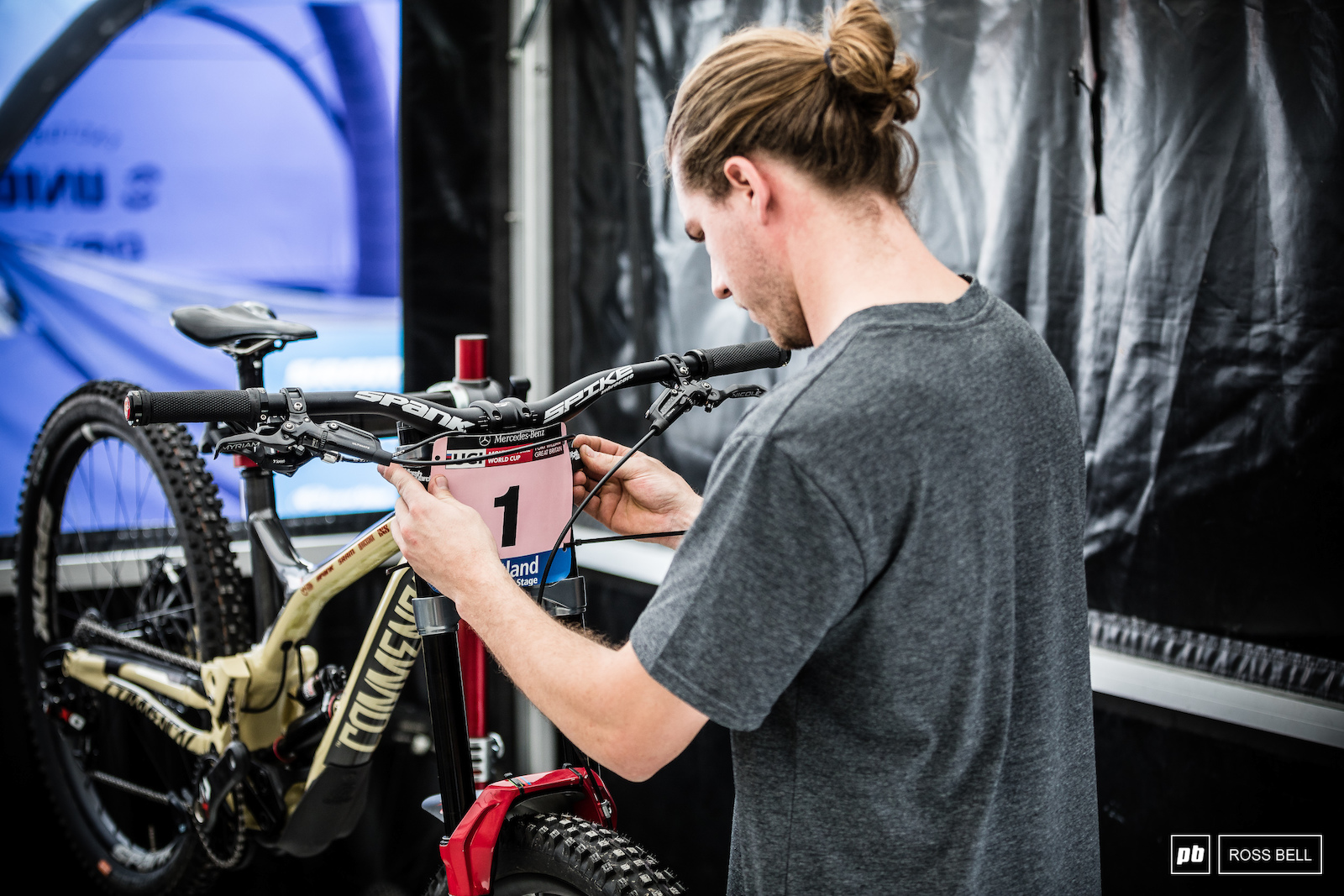 Max putting the finishing touches to overall leader Myriam Nicole s Commencal Supreme.