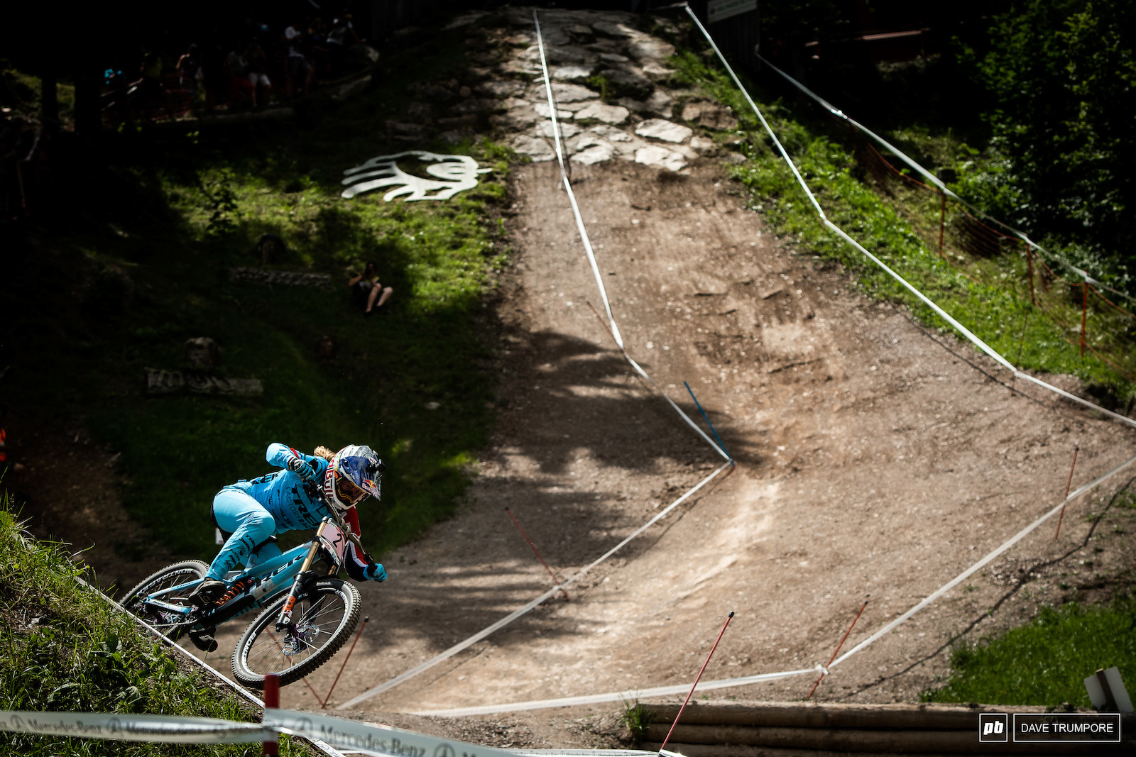 Green through all the splits by a massive margin Rachel Atherton set the fastest time early in the race and held it all the way to the end.
