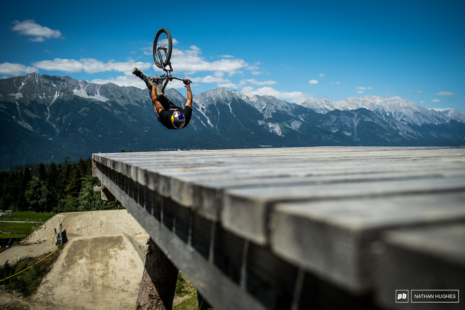 Flip-can dropping with Szymon Godziek.